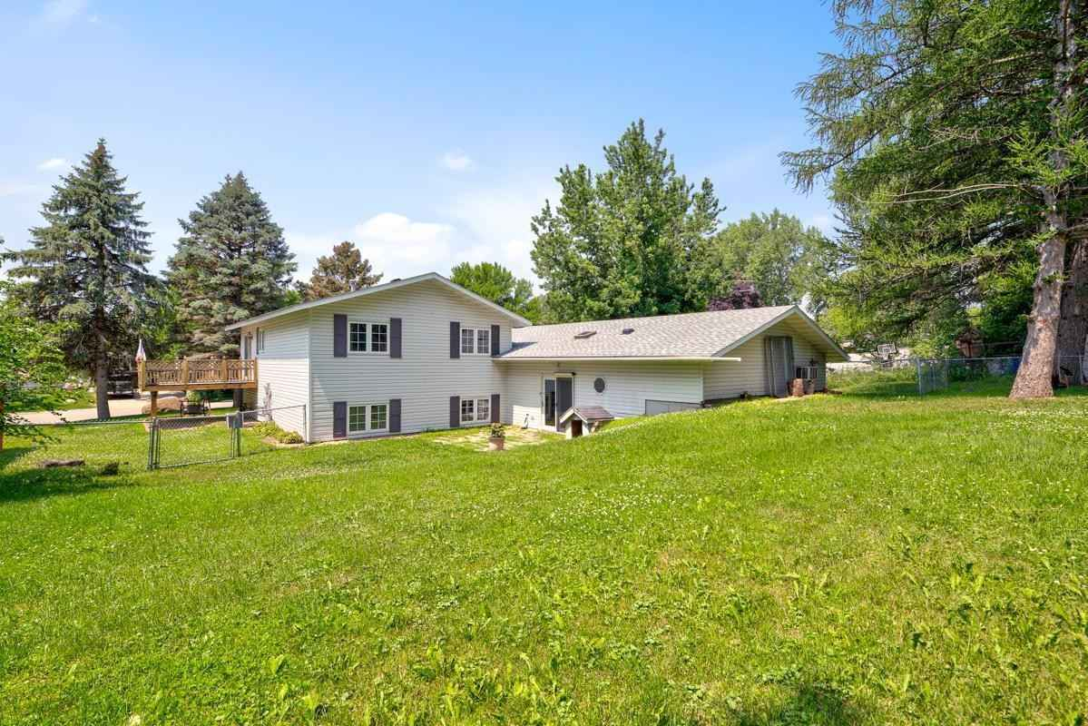 View 53 photos of this 2 bed, 2 bath, and 1,926 sqft. single_family home located at 300 Douglas Ave, Hanska, Minnesota 56041 is Pending for $72,500.