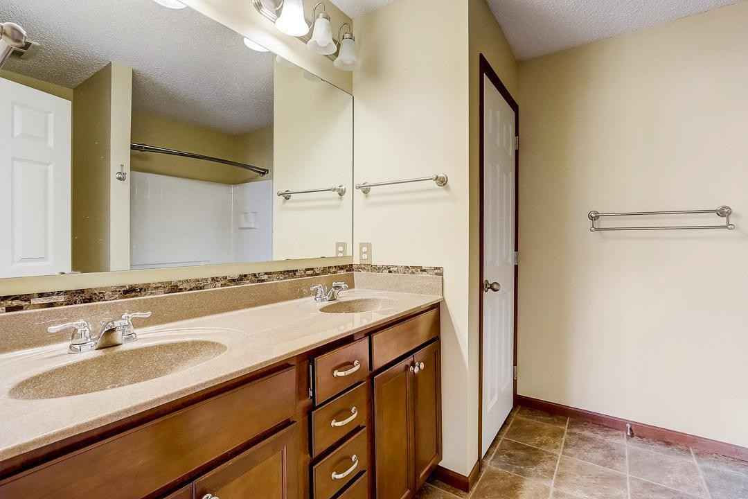 View 36 photos of this 3 bed, 3 bath, and 1,700 sqft. condo home located at 3352 Hazel Trl Unit C, Woodbury, Minnesota 55129 is Pending for $310,000.