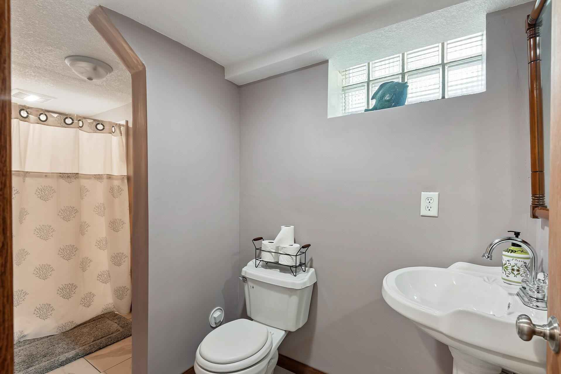 View 38 photos of this 4 bed, 2 bath, and 1,820 sqft. single_family home located at 725 Labore Rd, Saint Paul, Minnesota 55117 is Active for $385,000.