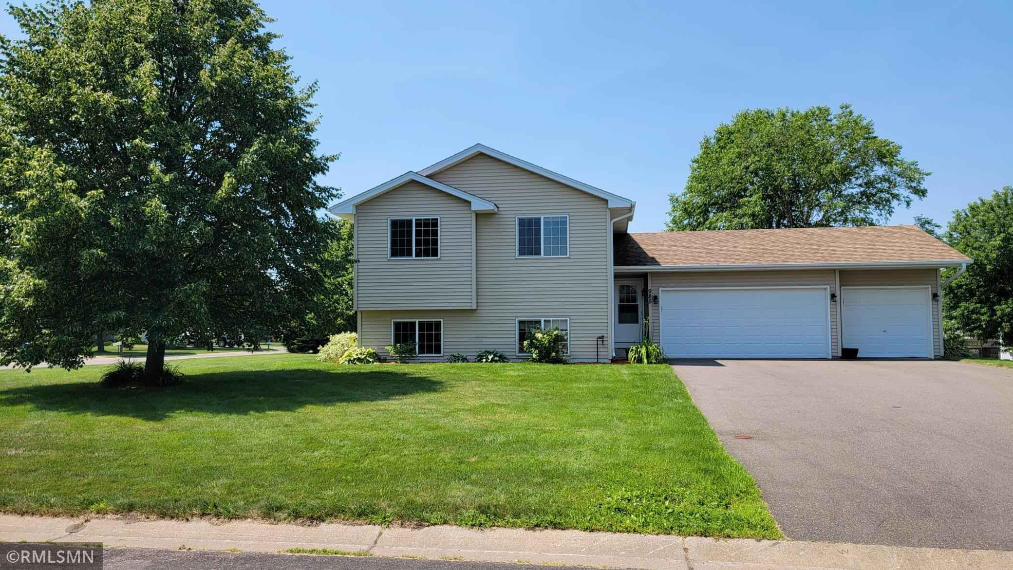 View 31 photos of this 3 bed, 2 bath, and 1,763 sqft. single_family home located at 985 Lincoln Ct S, Cambridge, Minnesota 55008 is Active for $260,000.