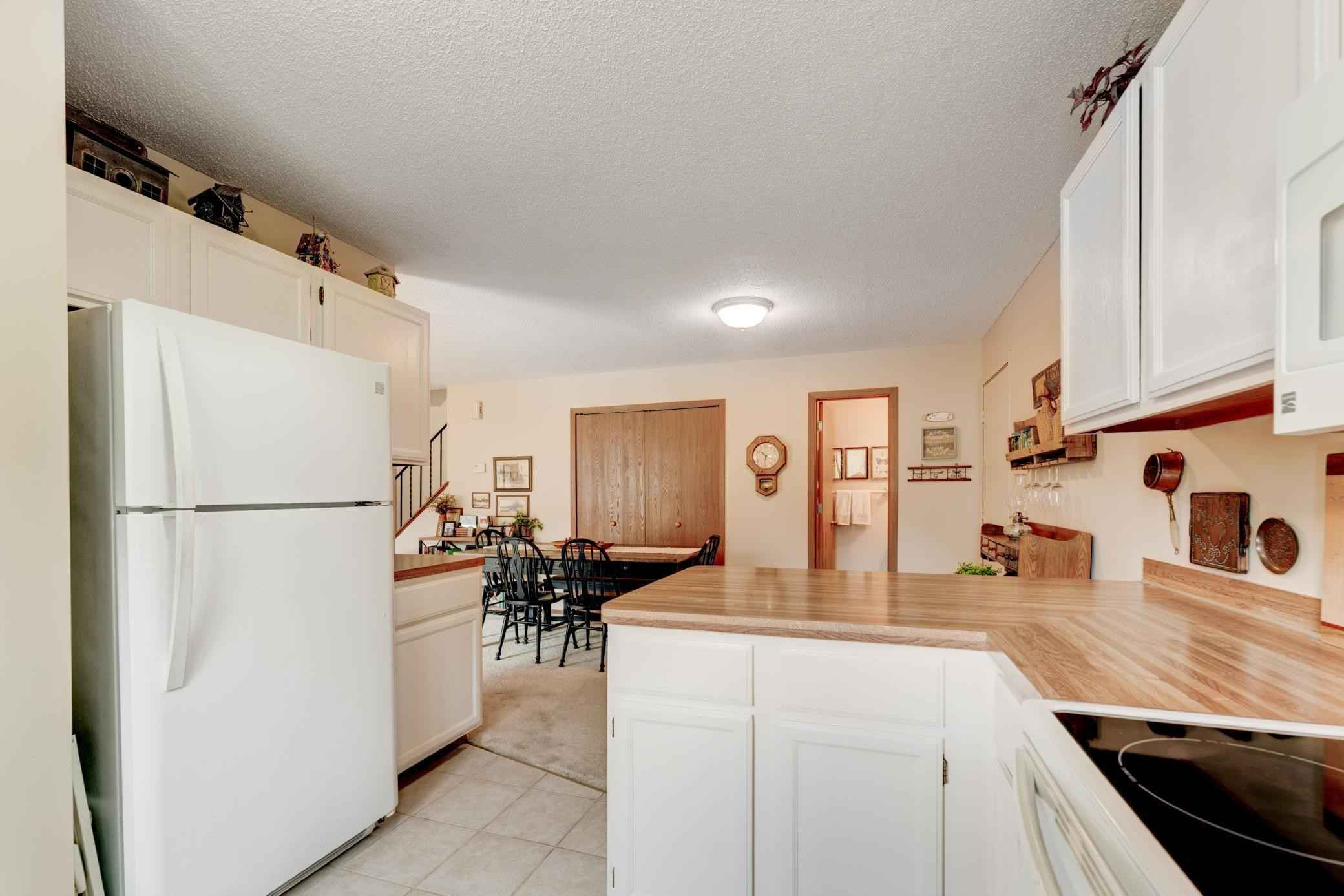 View 21 photos of this 2 bed, 2 bath, and 1,100 sqft. condo home located at 1613 Helmo Ave N, Oakdale, Minnesota 55128 is Pending for $169,900.