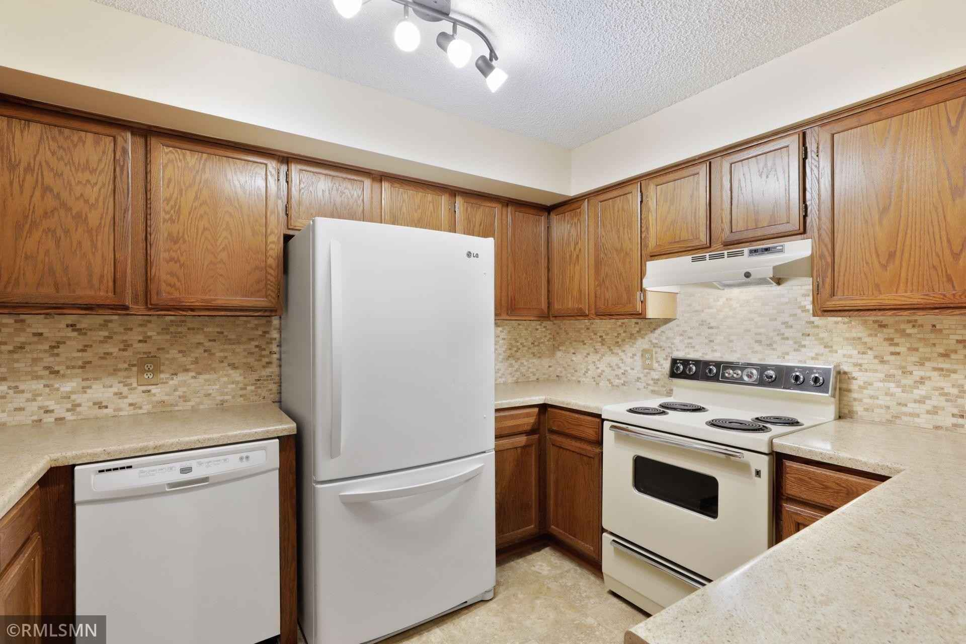 View 20 photos of this 2 bed, 2 bath, and 1,160 sqft. condo home located at 4165 Hilltop Pt Apt 106, Eagan, Minnesota 55123 is Pending for $135,000.