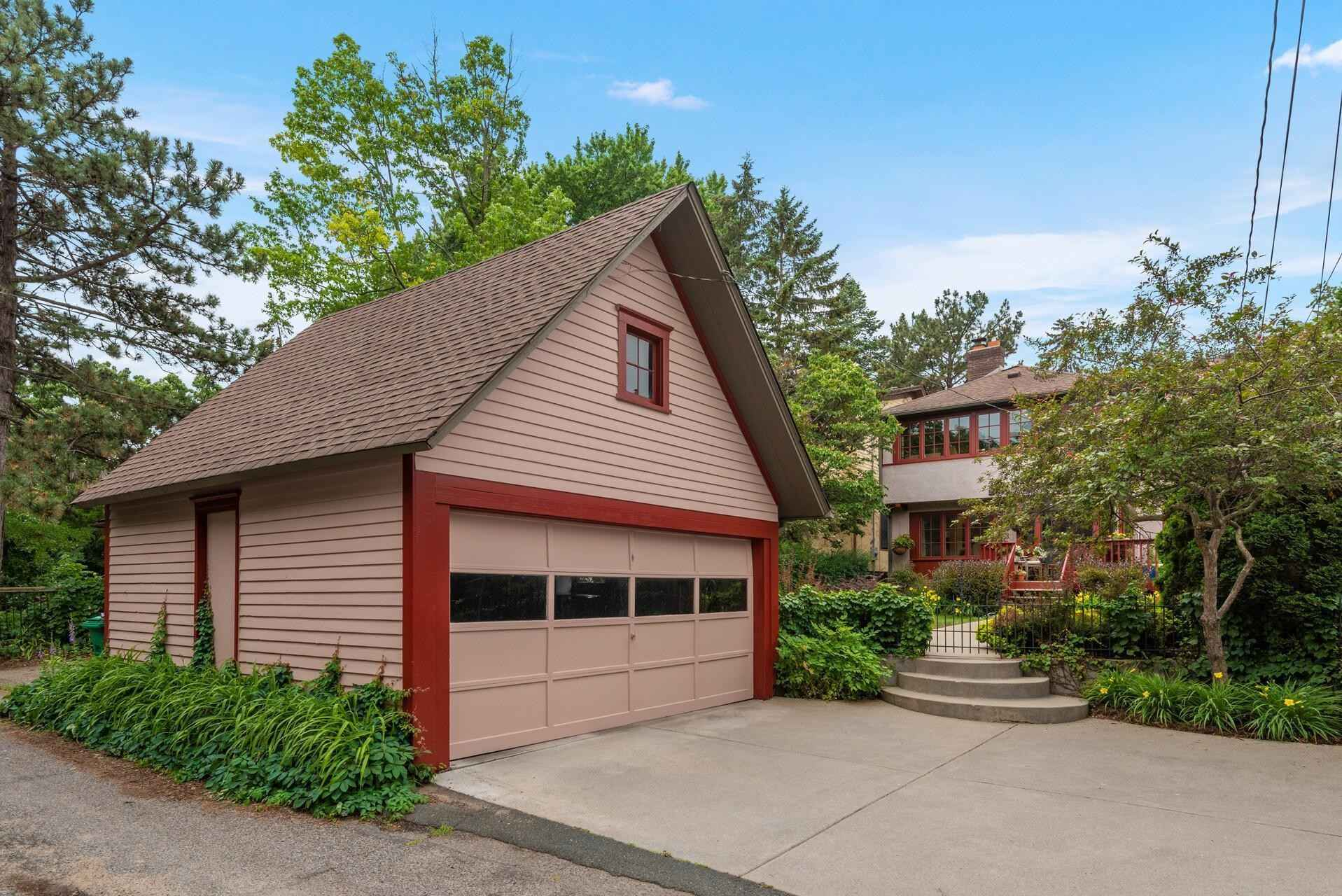 View 50 photos of this 3 bed, 2 bath, and 2,010 sqft. single_family home located at 2417 Sheridan Ave S, Minneapolis, Minnesota 55405 is Pending for $649,900.