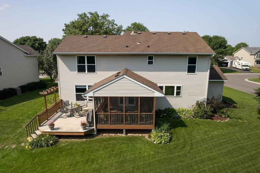 View 50 photos of this 4 bed, 4 bath, and 3,027 sqft. single_family home located at 8009 Greenbriar Ln, Woodbury, Minnesota 55125 is Pending for $474,900.