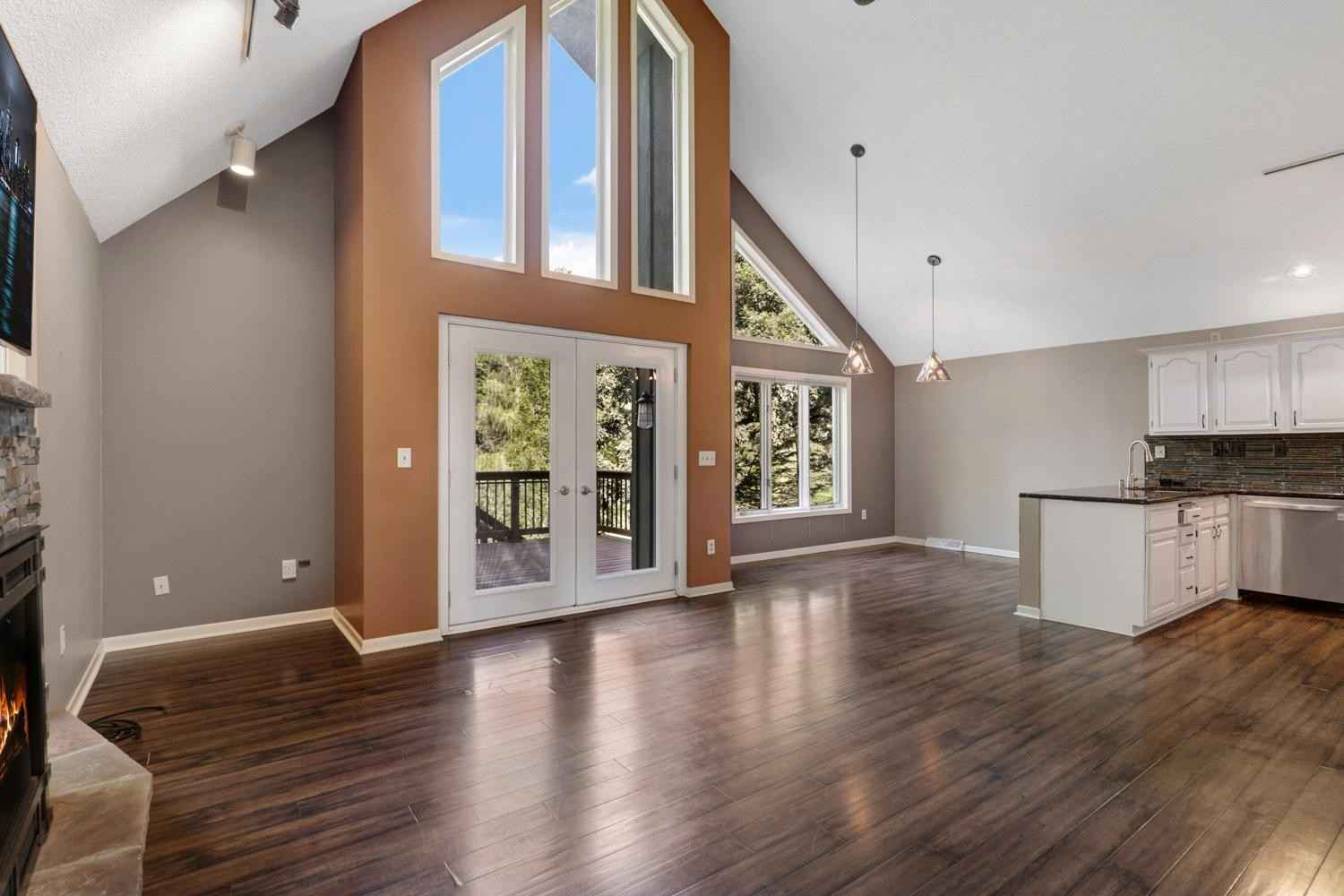 View 52 photos of this 3 bed, 3 bath, and 2,354 sqft. single_family home located at 13915 Orchard Rd, Minnetonka, Minnesota 55345 is Pending for $450,000.