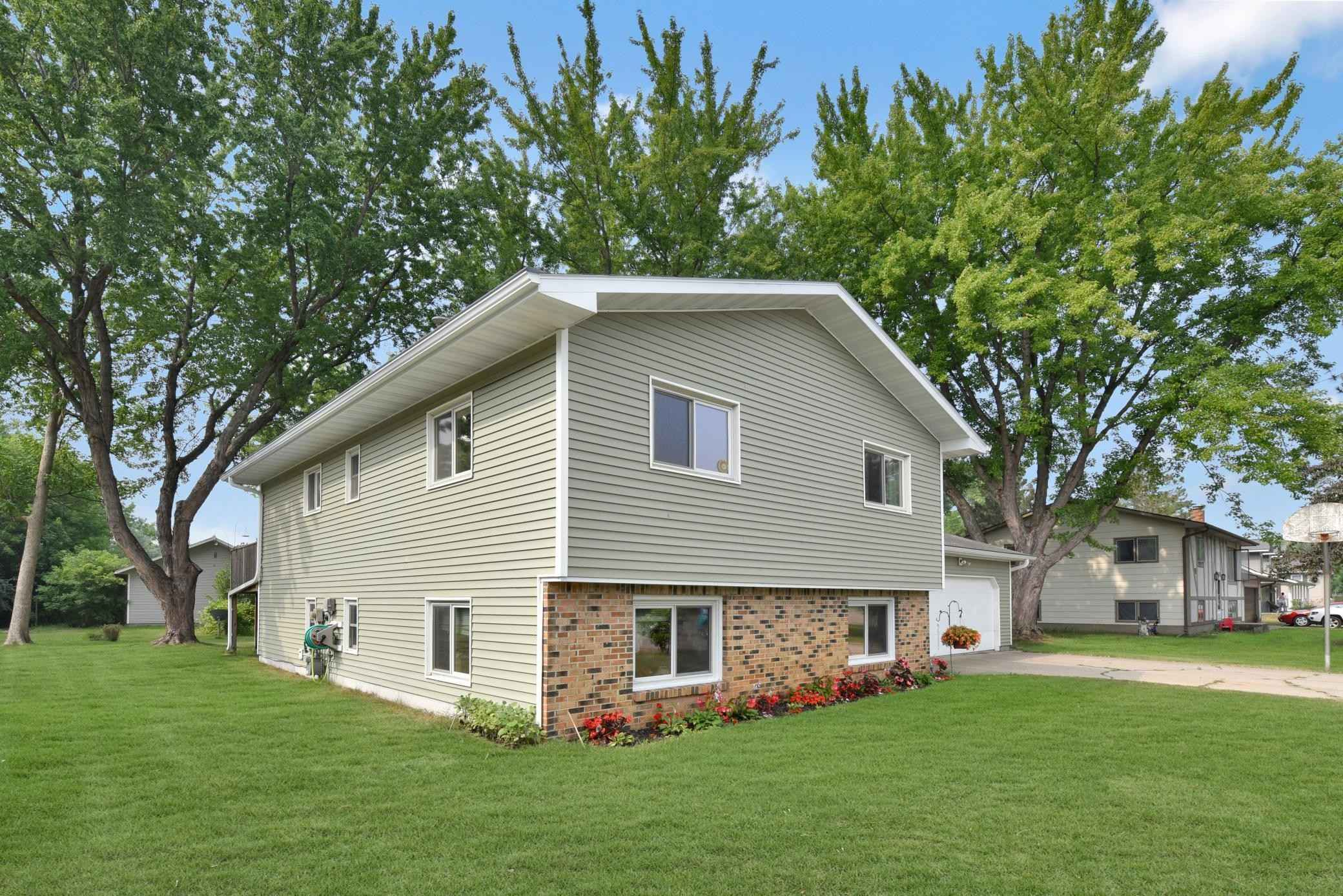 View 34 photos of this 4 bed, 2 bath, and 2,200 sqft. single_family home located at 1006 Park Avenue Ave NE, Staples, Minnesota 56479 is Active for $160,800.