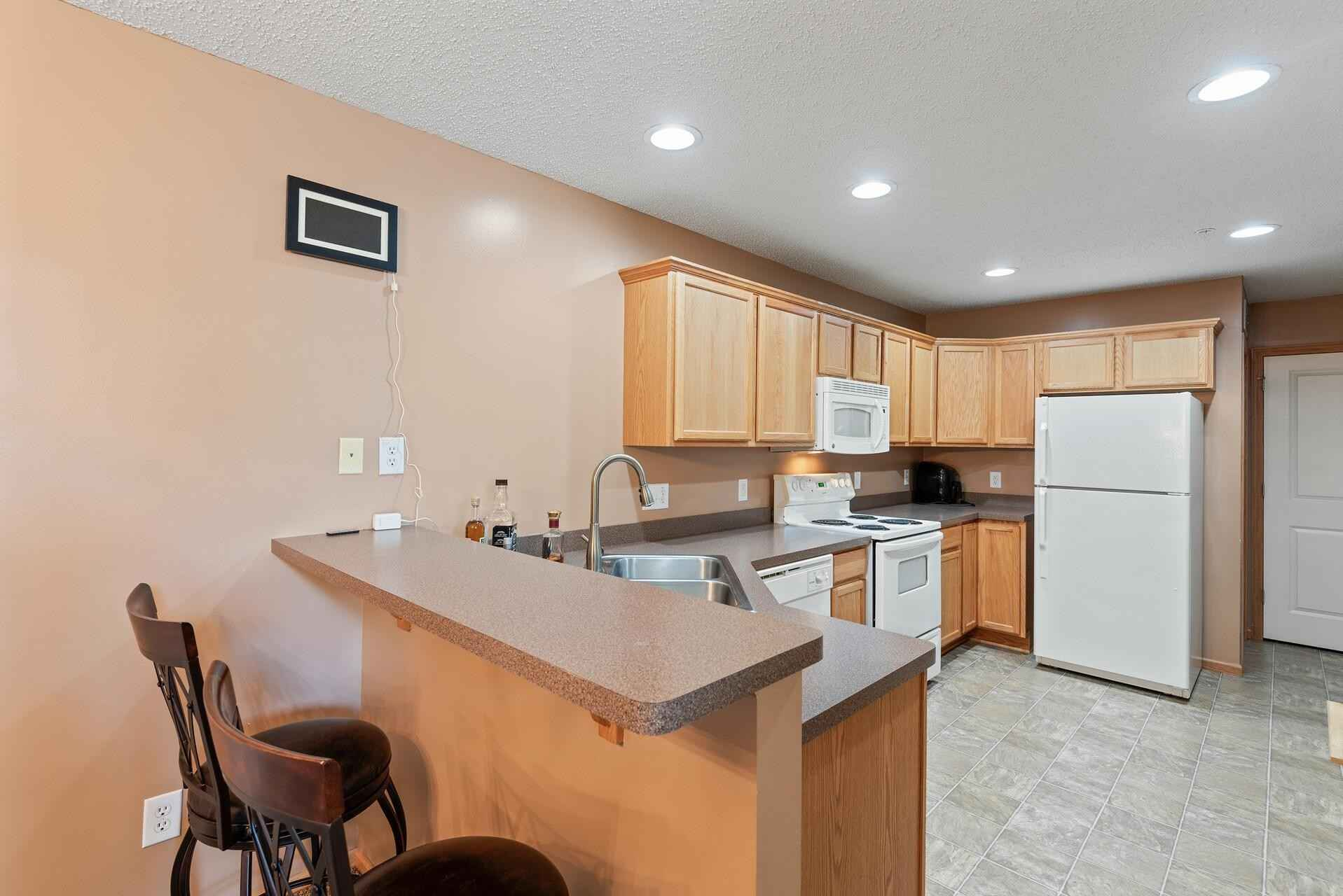 View 22 photos of this 2 bed, 2 bath, and 1,440 sqft. condo home located at 6422 Lakota Trl, Lino Lakes, Minnesota 55014 is Pending for $224,900.