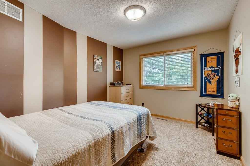 View 8 photos of this 3 bed, 4 bath, and 3,250 sqft. single_family home located at 1857 Park Ridge Dr, Chaska, Minnesota 55318 is Active for $424,900.