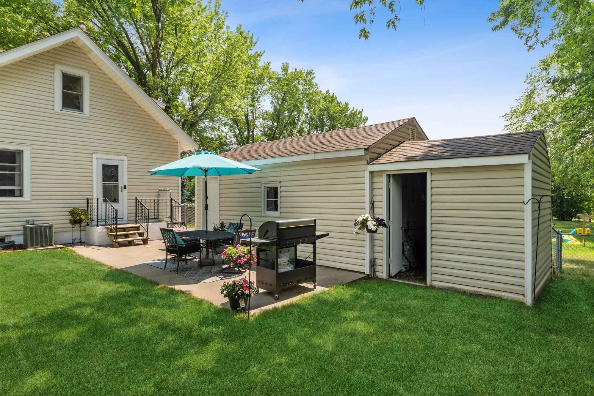 View 36 photos of this 3 bed, 2 bath, and 1,585 sqft. single_family home located at 1530 Long Lake Rd, New Brighton, Minnesota 55112 is Pending for $260,000.