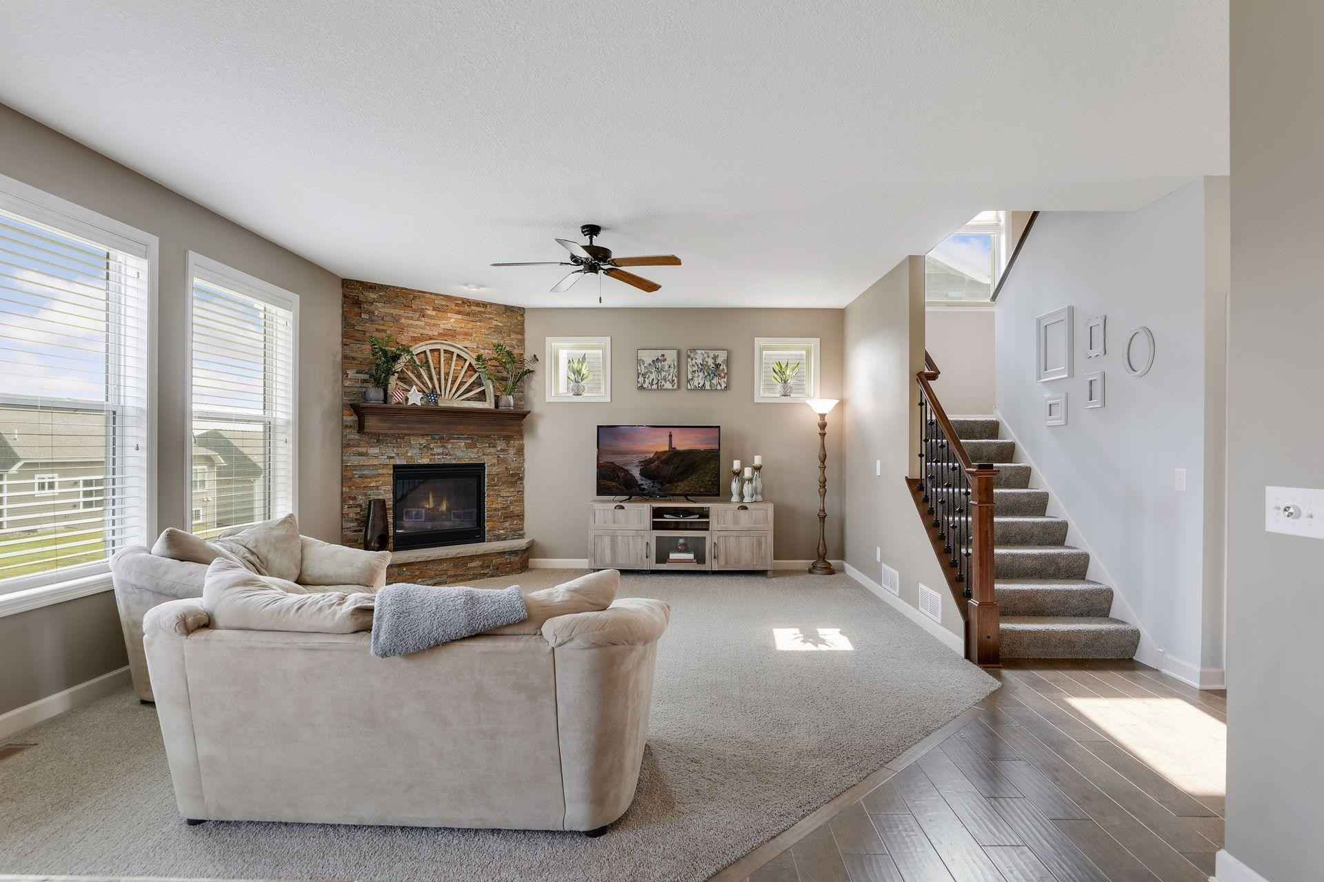 View 55 photos of this 5 bed, 4 bath, and 3,196 sqft. single_family home located at 9562 Junco Rd N, Lake Elmo, Minnesota 55042 is Pending for $619,000.