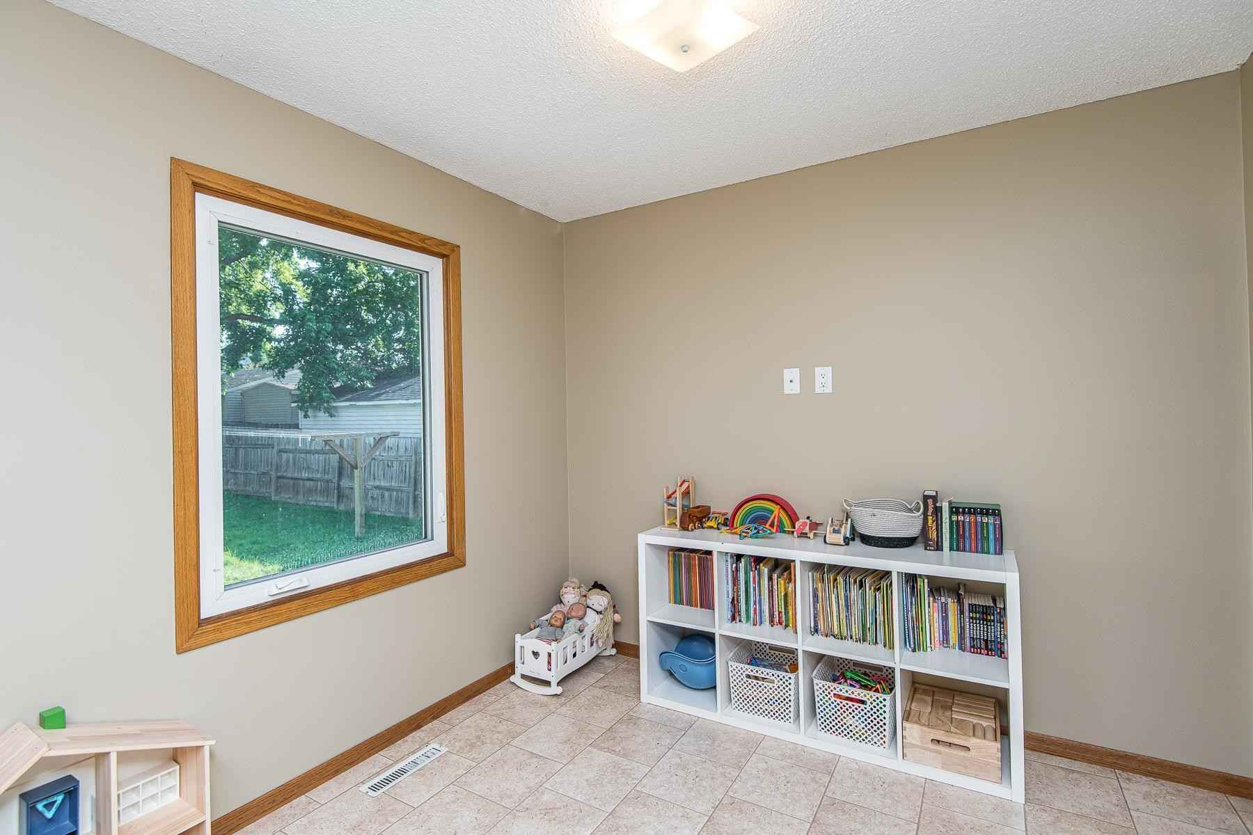 View 26 photos of this 3 bed, 2 bath, and 1,888 sqft. single_family home located at 2103 44th St NW, Rochester, Minnesota 55901 is Pending for $250,000.