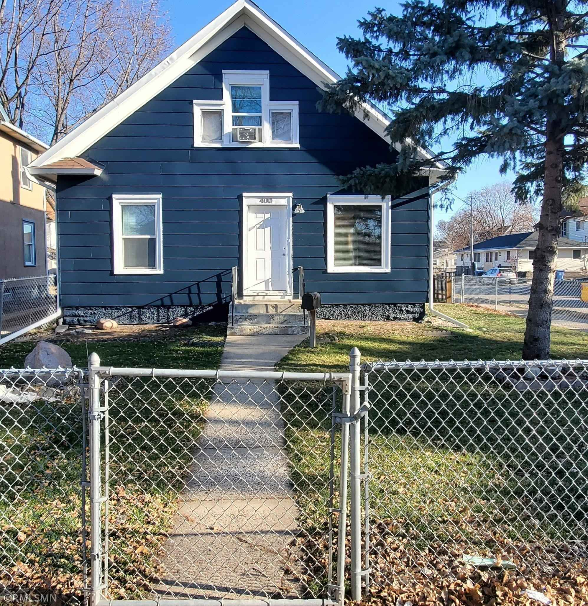 View 4 photos of this 3 bed, 1 bath, and 1,554 sqft. single_family home located at 400 Oliver Ave N, Minneapolis, Minnesota 55405 is Active for $220,000.