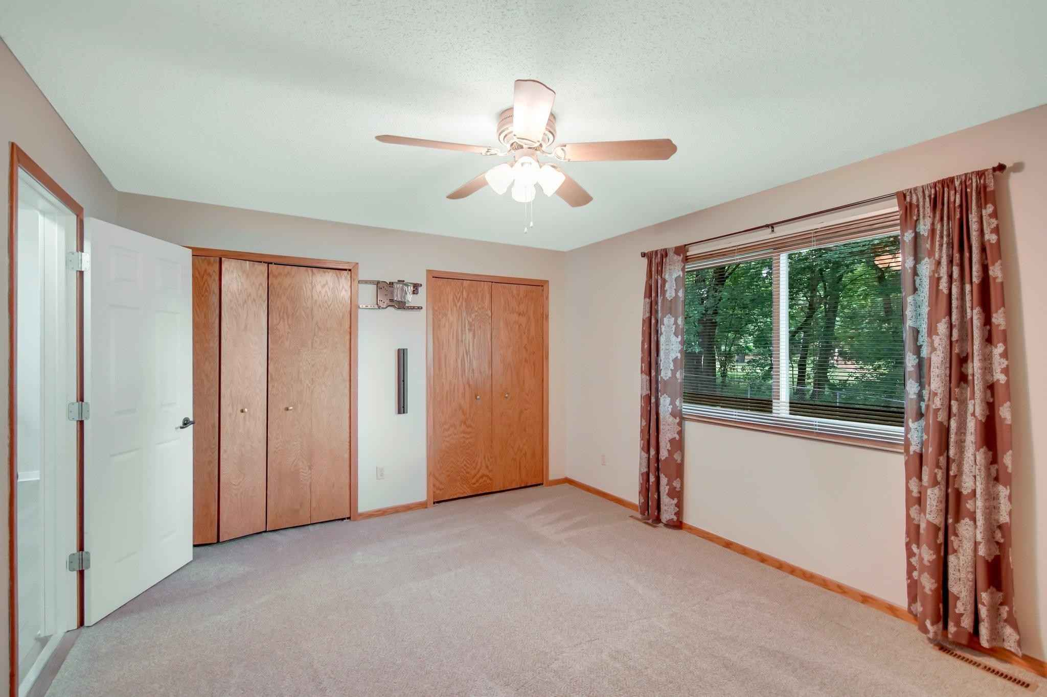 View 25 photos of this 4 bed, 2 bath, and 1,989 sqft. single_family home located at 4814 Natchez Ln, Savage, Minnesota 55378 is Pending for $319,900.
