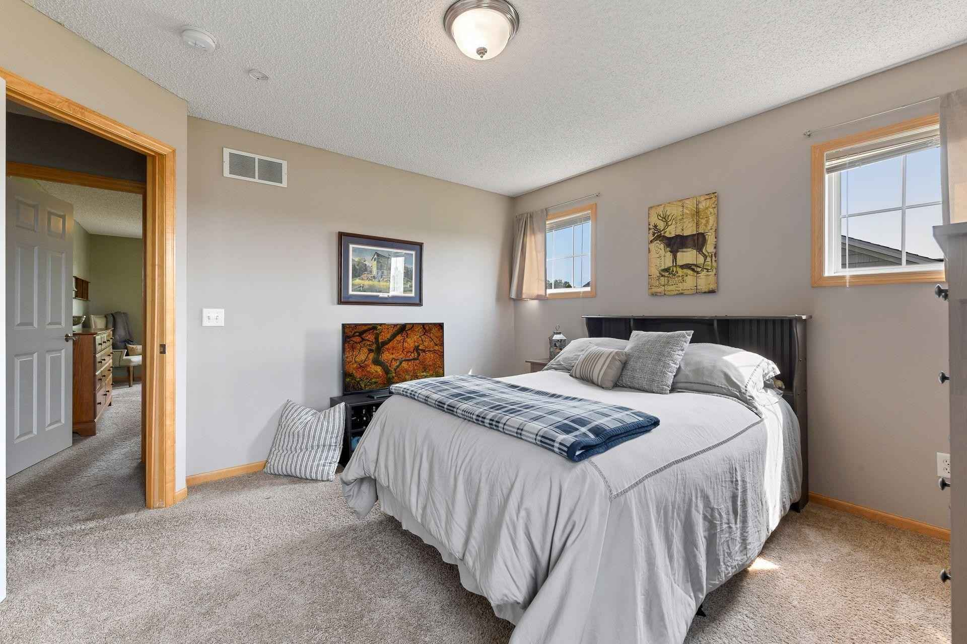 View 39 photos of this 3 bed, 3 bath, and 1,792 sqft. condo home located at 609 Ravencroft Rd, Waconia, Minnesota 55387 is Pending for $264,900.