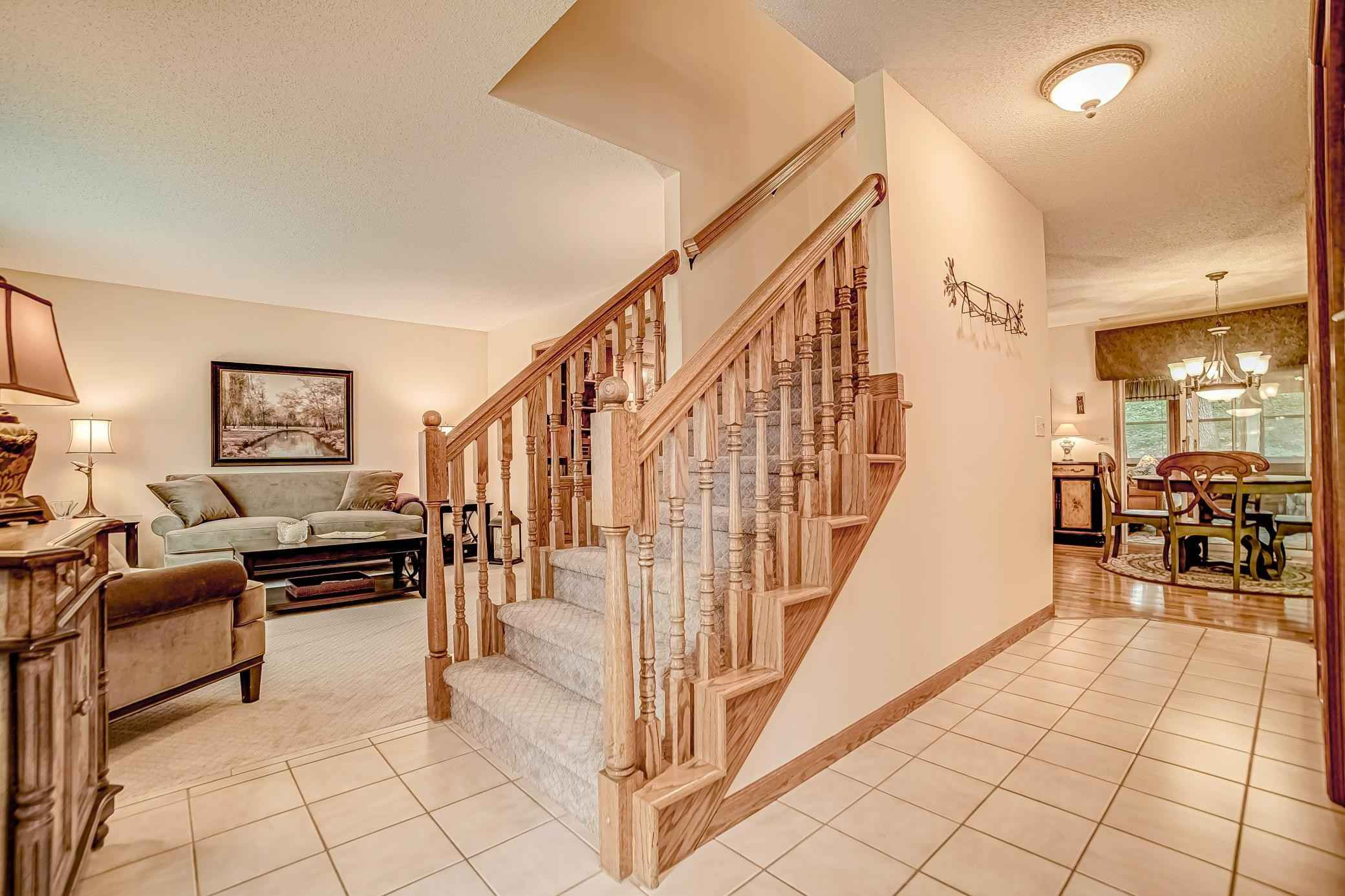 View 38 photos of this 4 bed, 4 bath, and 3,040 sqft. single_family home located at 4410 Meadowood Cir, Vadnais Heights, Minnesota 55127 is Pending for $550,000.