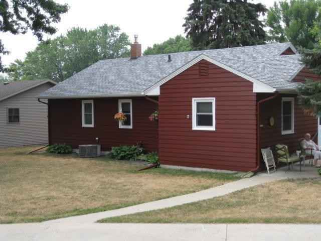 View 18 photos of this 3 bed, 2 bath, and 1,699 sqft. single_family home located at 300 E 8th St, Starbuck, Minnesota 56381 is Active for $169,900.