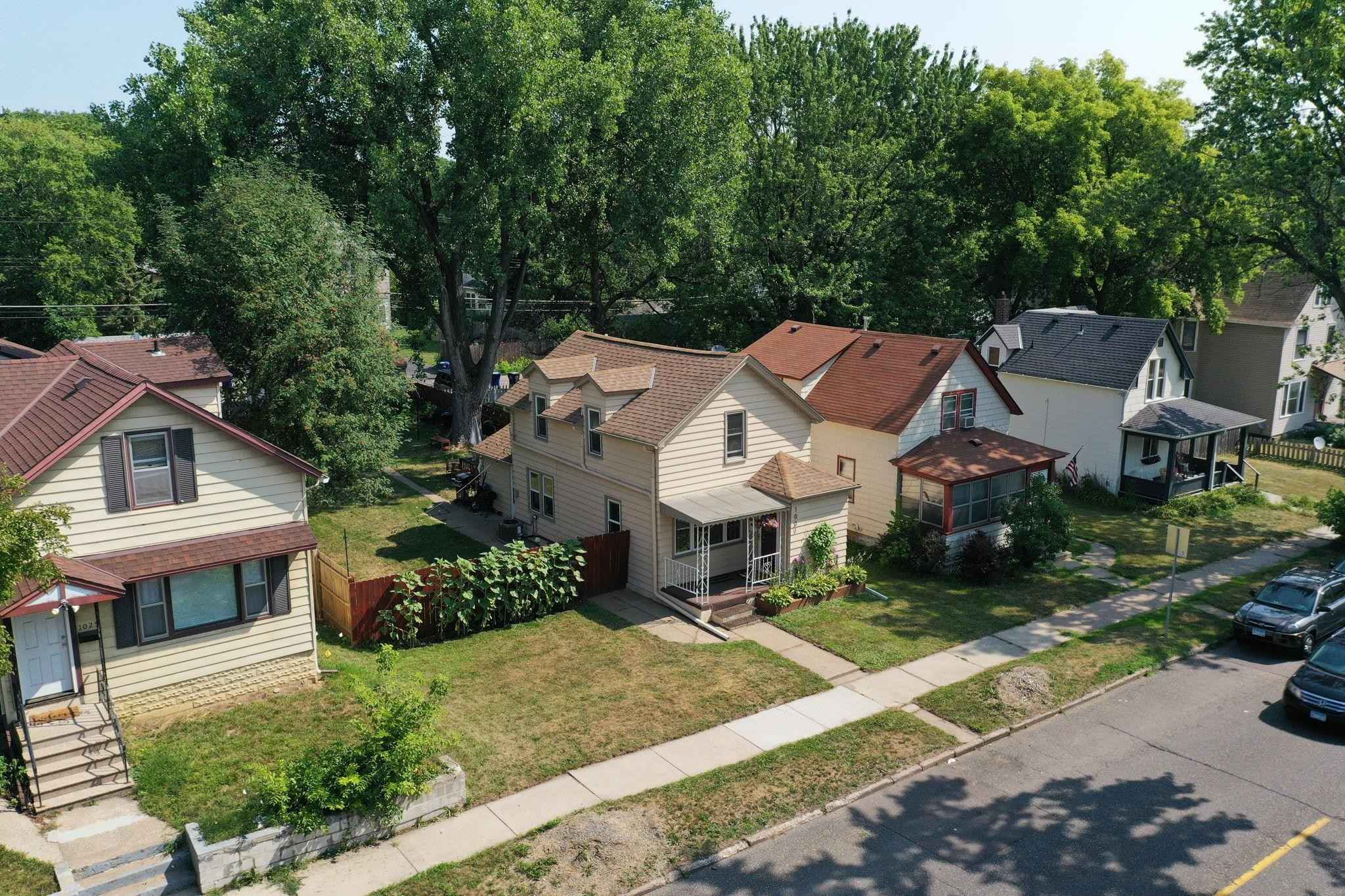 View 40 photos of this 2 bed, 2 bath, and 1,697 sqft. single_family home located at 1031 Minnehaha Ave E, Saint Paul, Minnesota 55106 is Pending for $220,000.