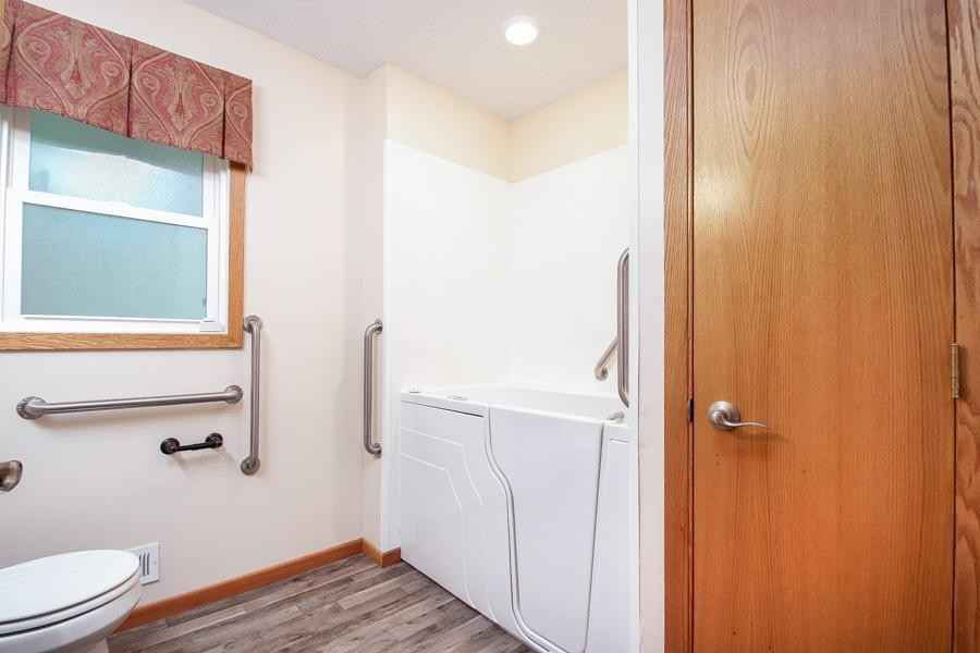 View 26 photos of this 3 bed, 2 bath, and 1,543 sqft. single_family home located at 923 Woody Ln NW, Coon Rapids, Minnesota 55448 is Pending for $280,000.
