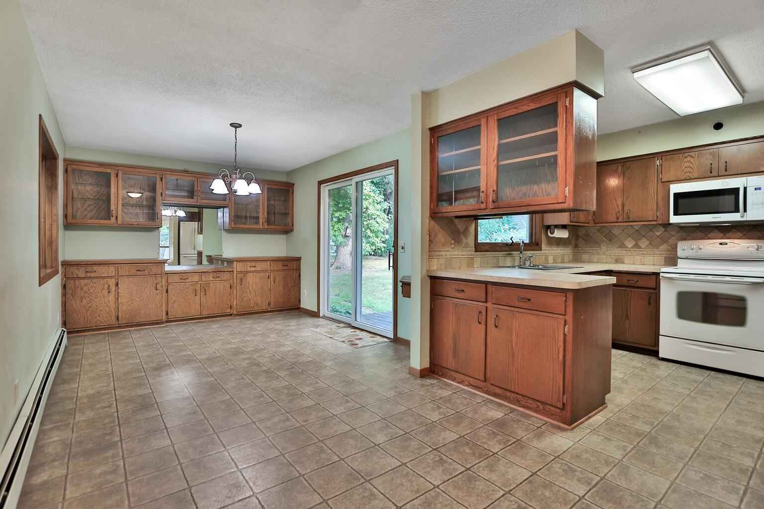 View 33 photos of this 3 bed, 2 bath, and 1,924 sqft. single_family home located at 27208 Jonquil Dr, Chisago City, Minnesota 55013 is Pending for $300,000.
