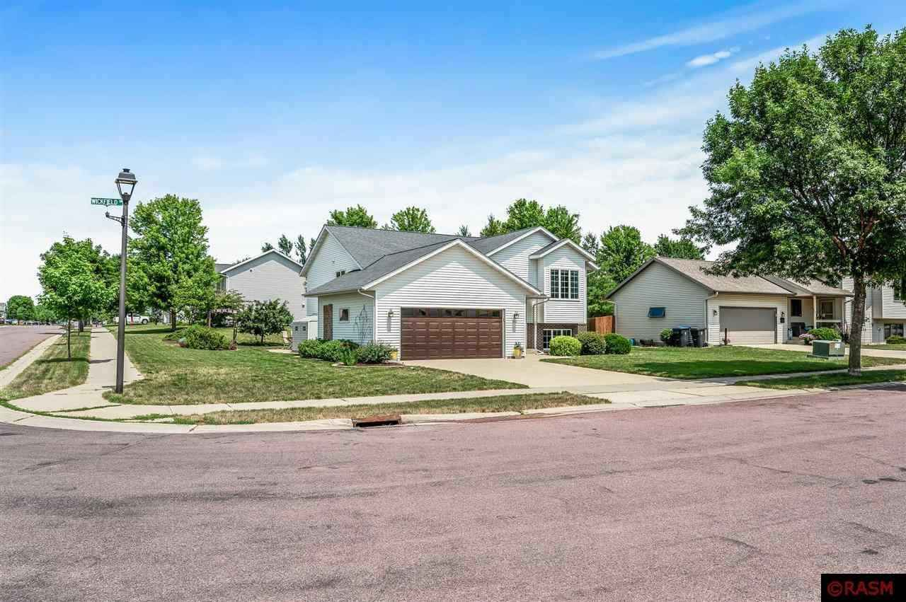 View 45 photos of this 4 bed, 2 bath, and 2,376 sqft. single_family home located at 100 Wickfield Dr, Mankato, Minnesota 56001 is Pending for $299,900.