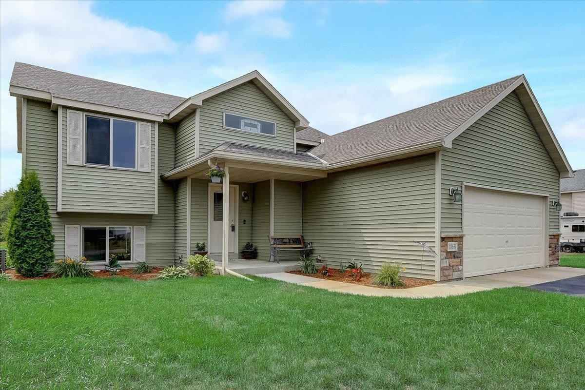 View 41 photos of this 4 bed, 2 bath, and 1,935 sqft. single_family home located at 18631 Providence Dr, Big Lake, Minnesota 55309 is Pending for $299,900.