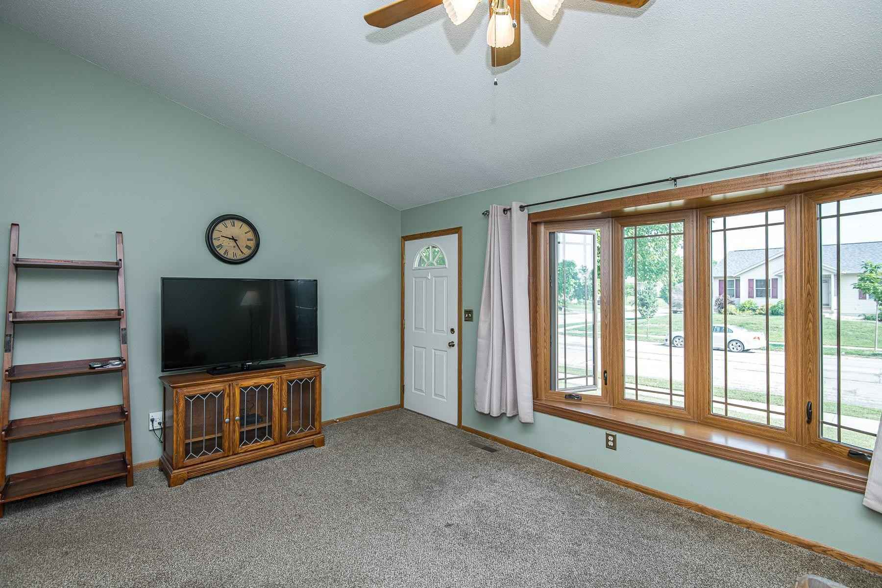 View 30 photos of this 4 bed, 2 bath, and 1,877 sqft. single_family home located at 1718 36th St SW, Rochester, Minnesota 55902 is Active for $295,000.