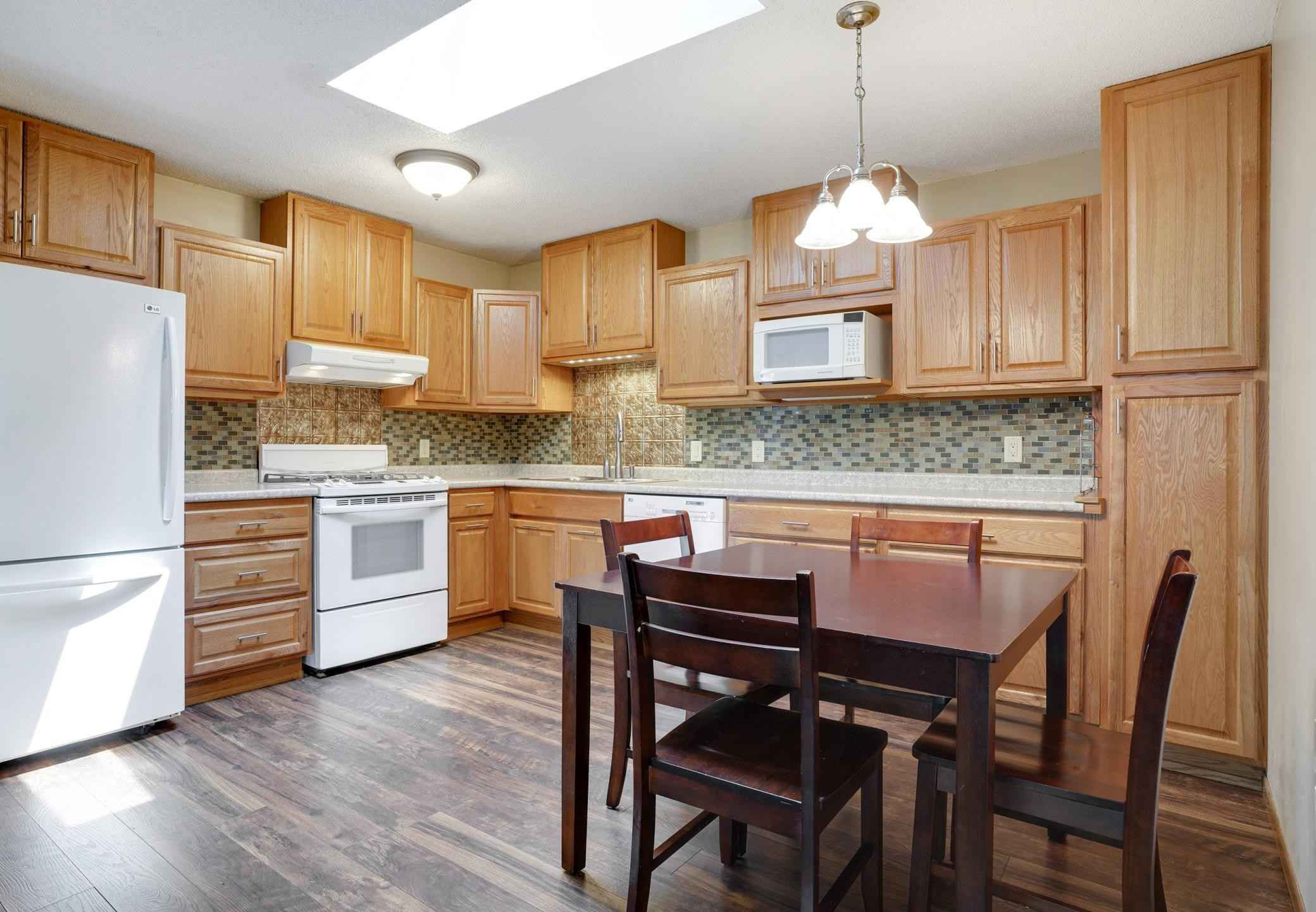 View 18 photos of this 4 bed, 2 bath, and 1,582 sqft. condo home located at 5757 W 136th St, Savage, Minnesota 55378 is Pending for $245,000.