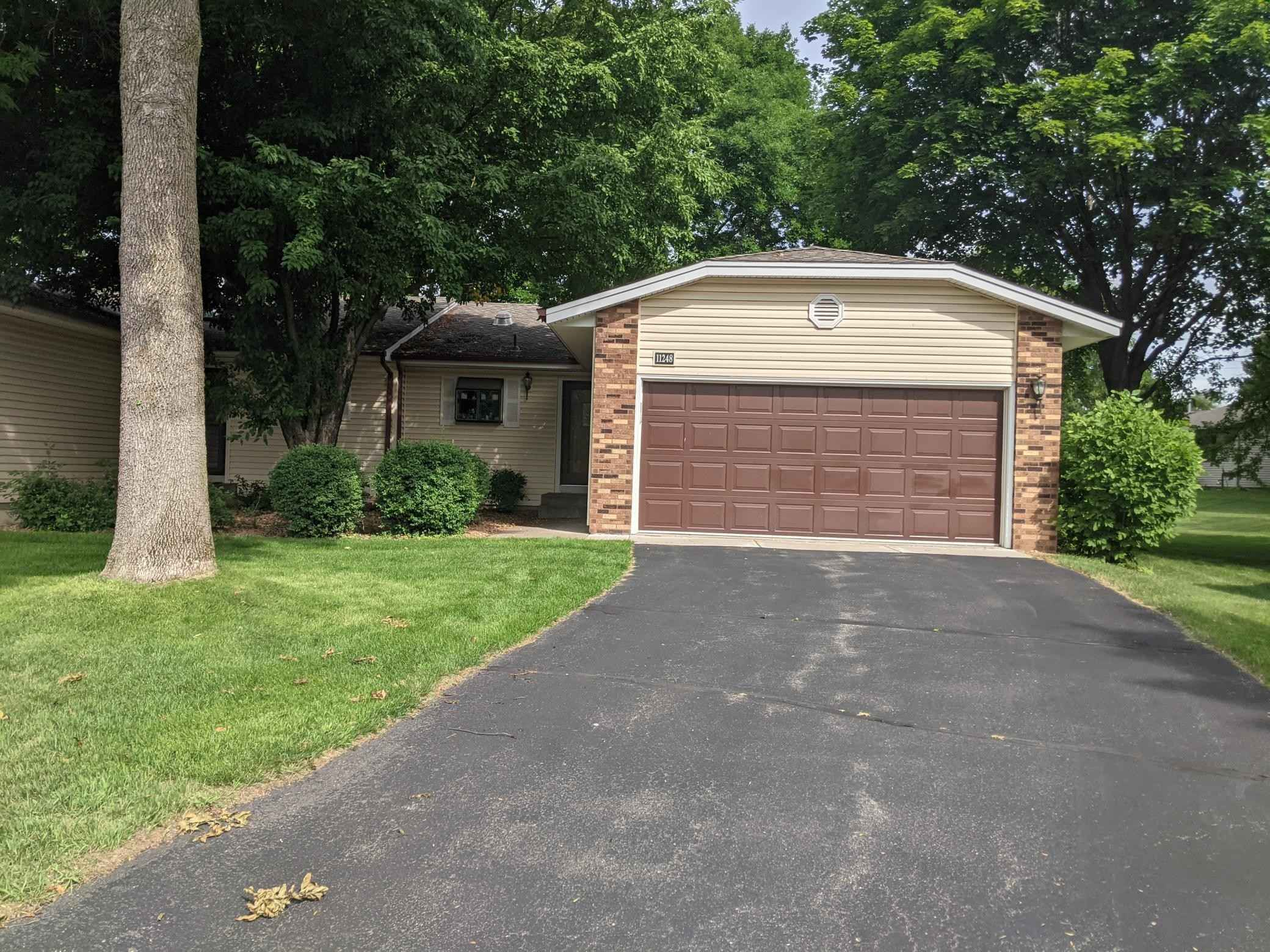 View 1 photos of this 2 bed, 2 bath, and 1,727 sqft. condo home located at 11248 Xavier Ct, Bloomington, Minnesota 55437 is Pending for $274,900.