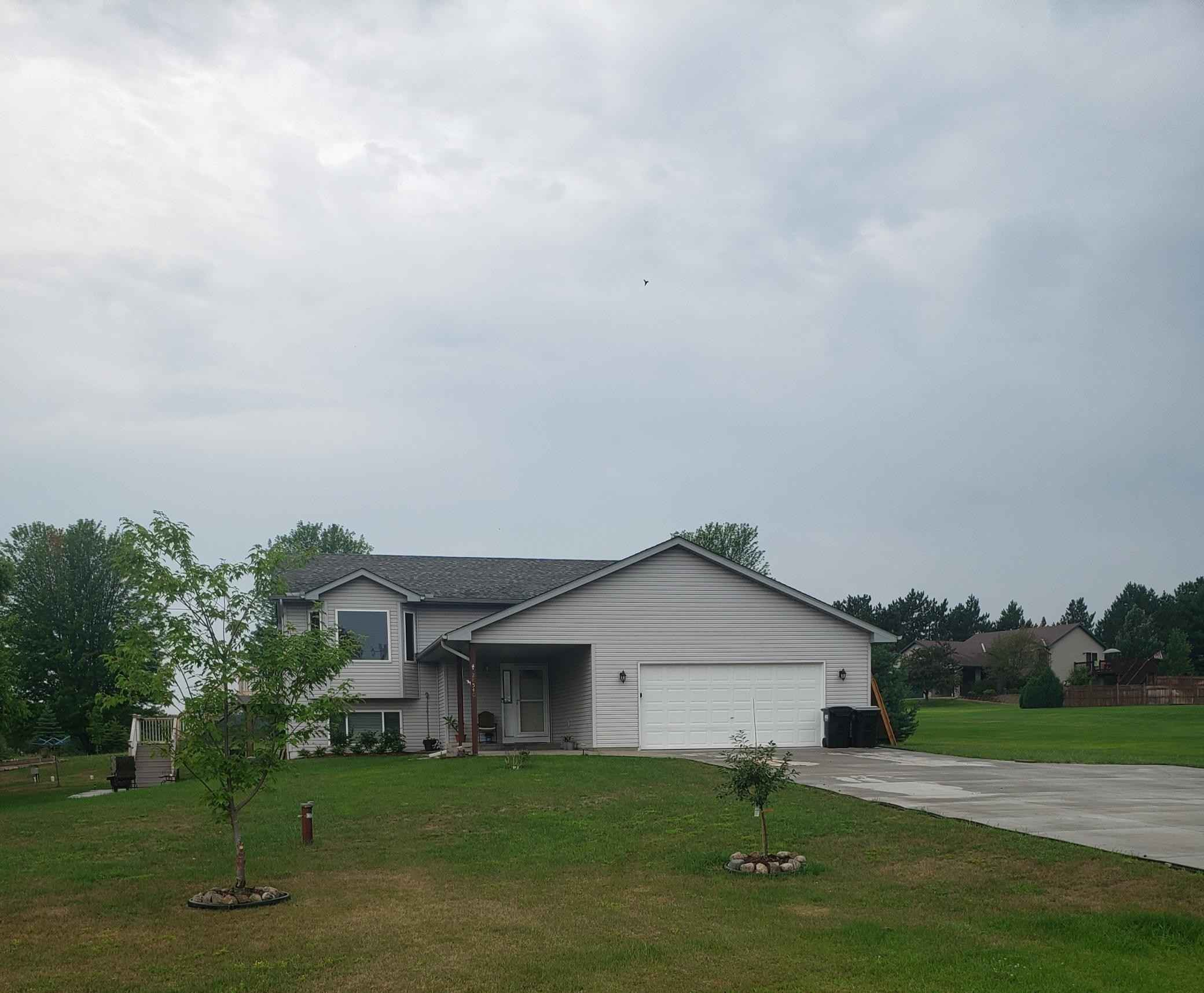 View 4 photos of this 4 bed, 2 bath, and 1,097 sqft. single_family home located at 28540 Bay Shore Dr NW, Isanti, Minnesota 55040 is Pending for $324,900.