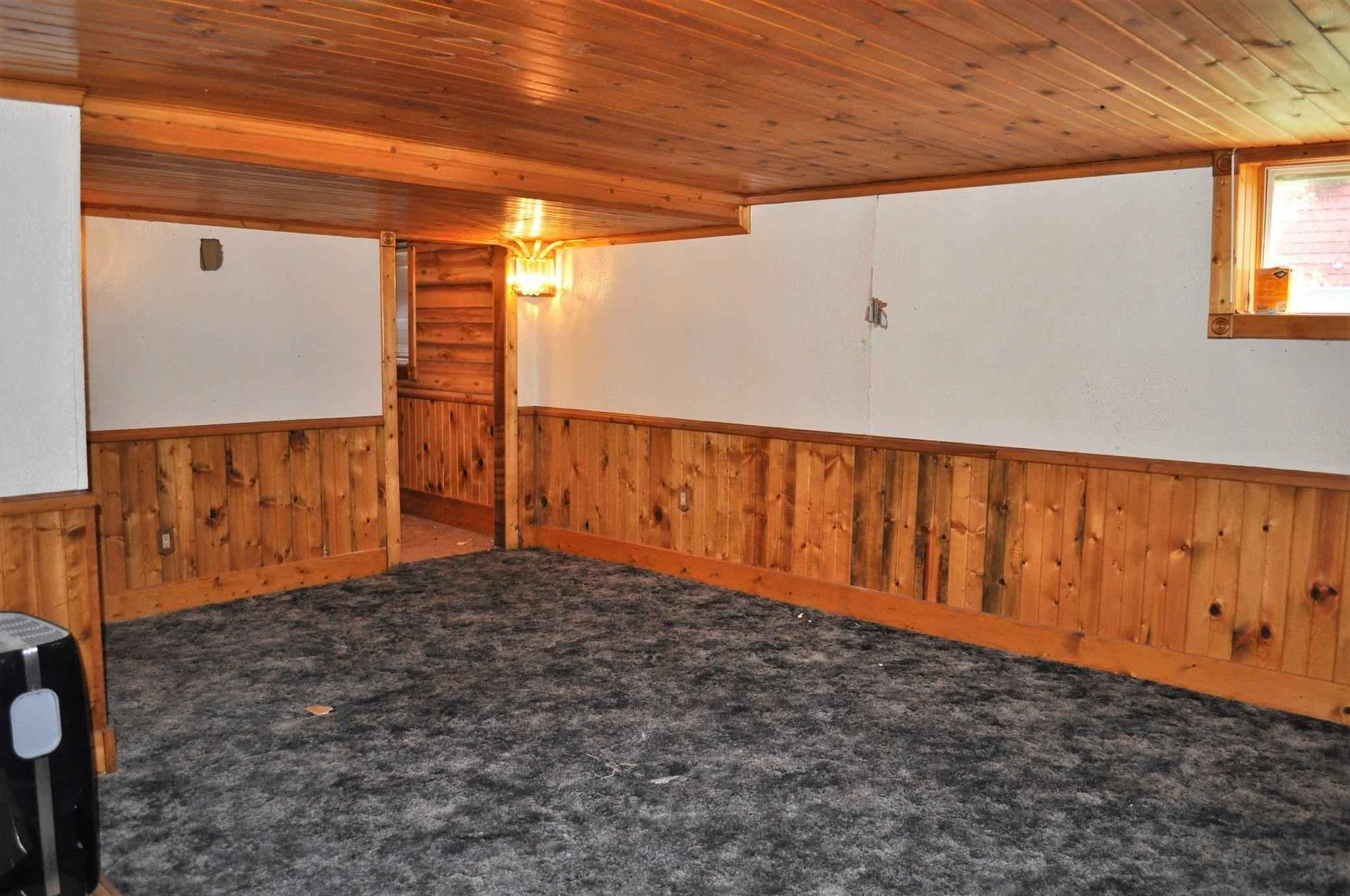 View 20 photos of this 3 bed, 2 bath, and 1,716 sqft. single_family home located at 410 S 9th St, Montevideo, Minnesota 56265 is Pending for $52,500.