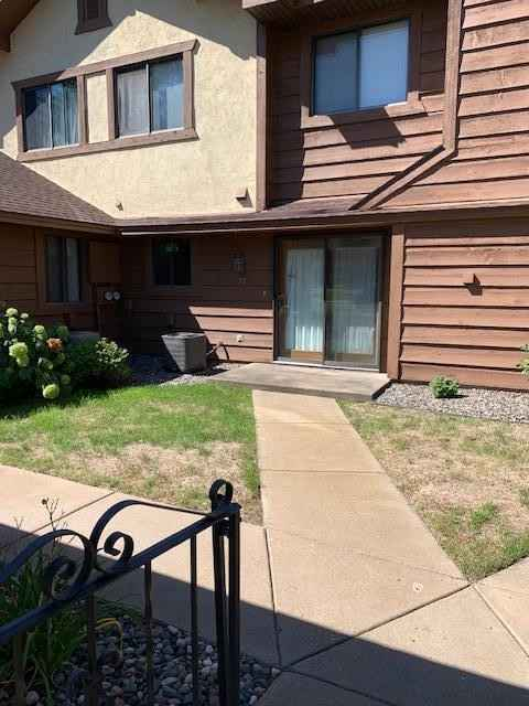 View 27 photos of this 2 bed, 2 bath, and 987 sqft. condo home located at 77 126th Ln NW Unit 977, Coon Rapids, Minnesota 55448 is Active for $164,900.