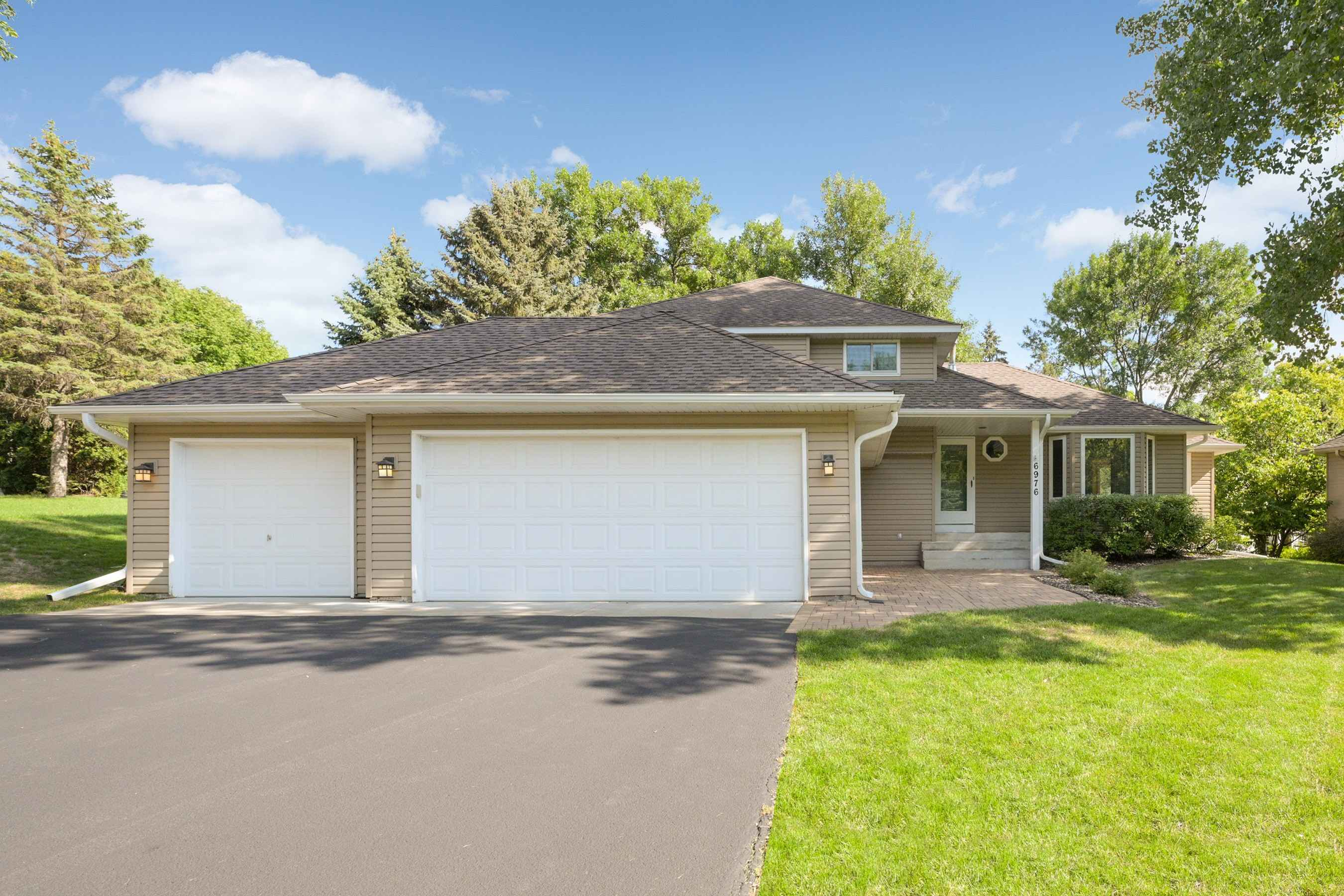 View 47 photos of this 3 bed, 3 bath, and 2,622 sqft. single_family home located at 6976 Timber Crest Dr, Maple Grove, Minnesota 55311 is Pending for $415,000.