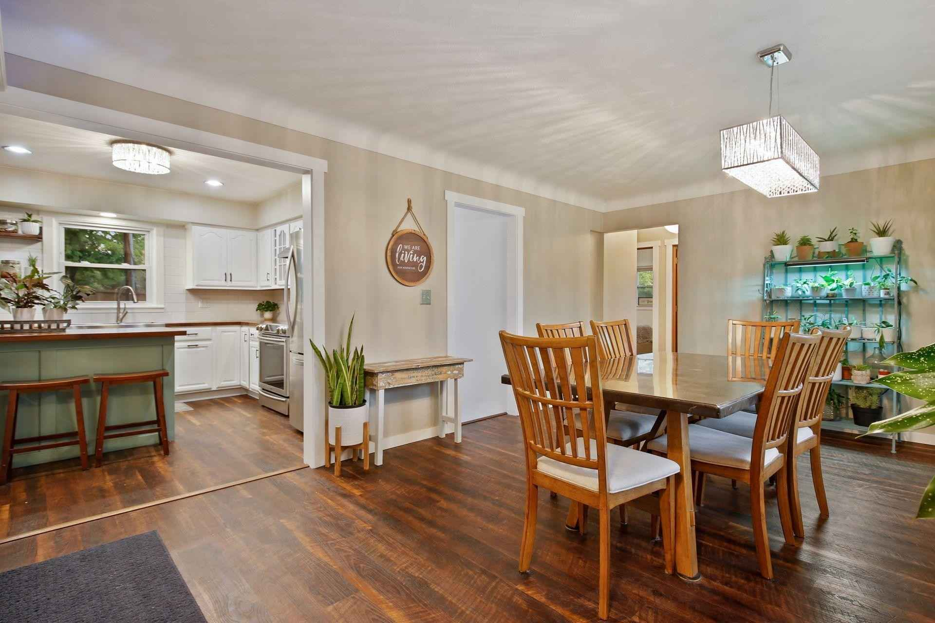View 41 photos of this 4 bed, 2 bath, and 2,065 sqft. single_family home located at 2871 Lakeview Ave, Roseville, Minnesota 55113 is Pending for $420,000.