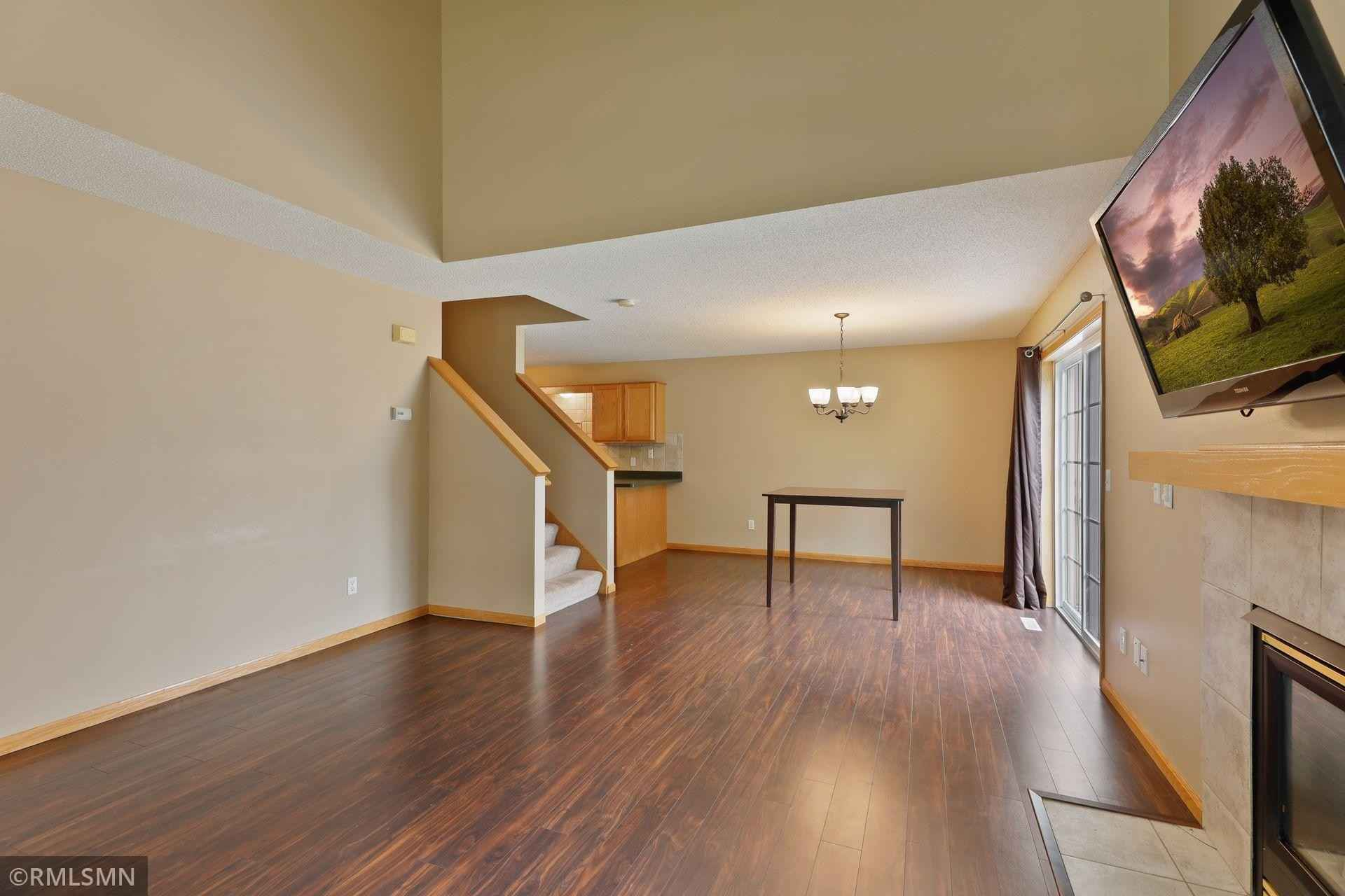 View 22 photos of this 2 bed, 2 bath, and 1,324 sqft. condo home located at 8741 Quarry Ridge Ln Unit E, Woodbury, Minnesota 55125 is Pending for $231,000.