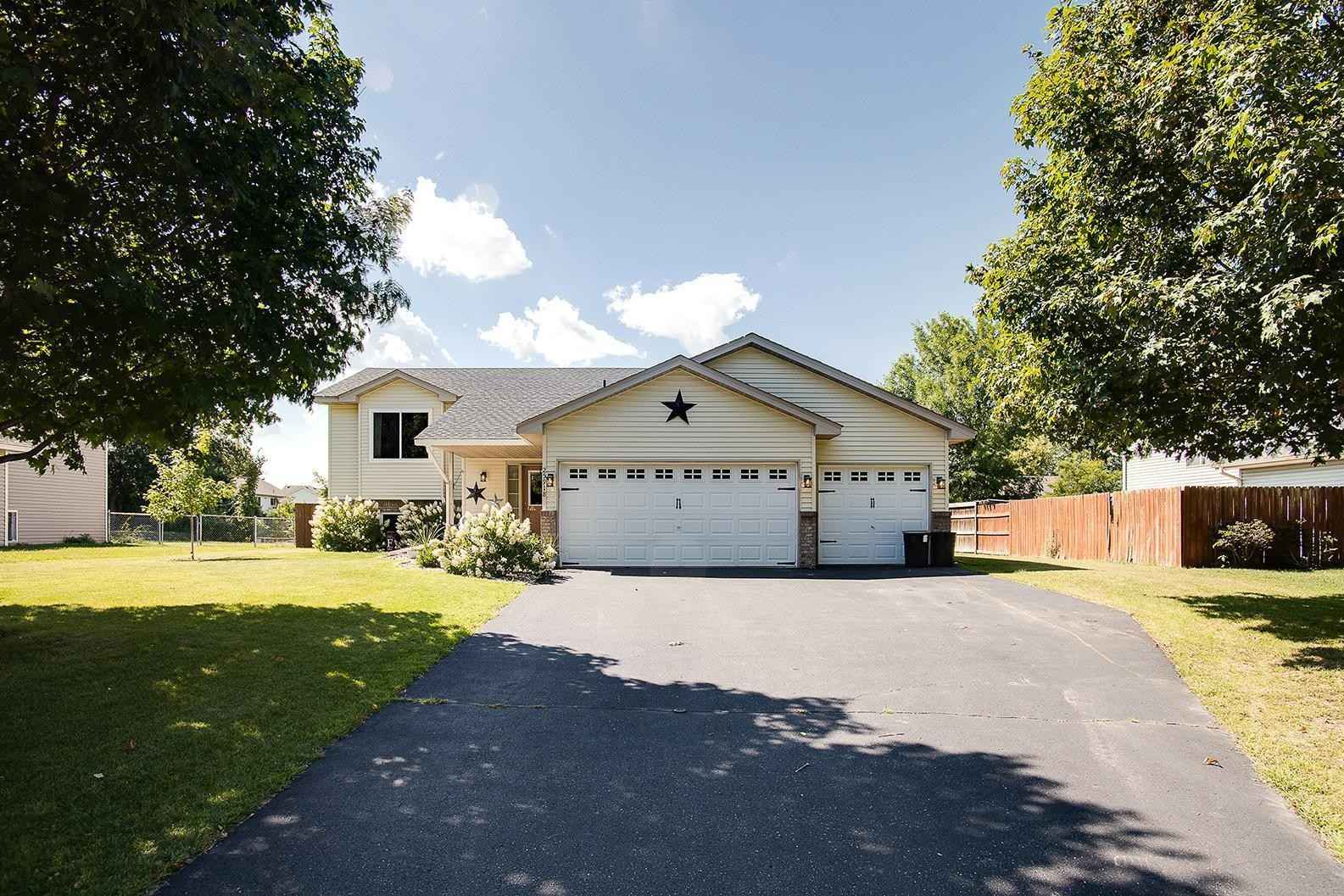 View 23 photos of this 4 bed, 2 bath, and 2,202 sqft. single_family home located at 25918 15th St W, Zimmerman, Minnesota 55398 is Pending for $299,900.