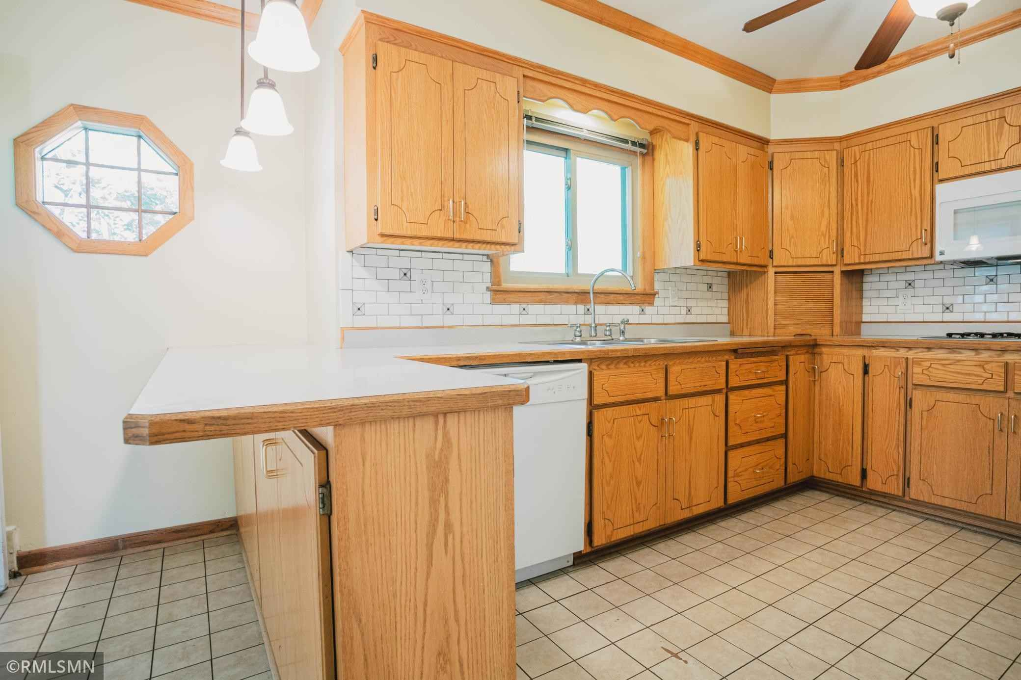 View 52 photos of this 3 bed, 2 bath, and 2,643 sqft. single_family home located at 2545 McMenemy St, Saint Paul, Minnesota 55117 is Pending for $254,900.