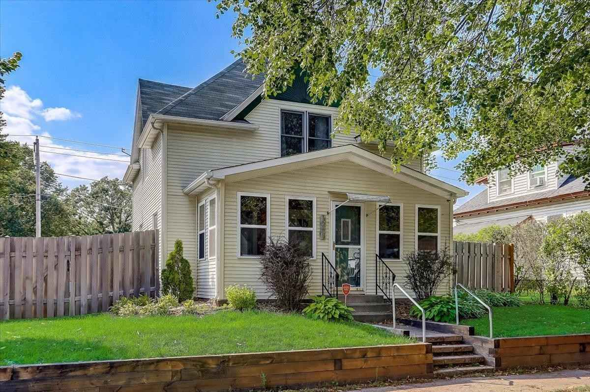 View 33 photos of this 4 bed, 2 bath, and 2,526 sqft. single_family home located at 1001 Kilburn St, Saint Paul, Minnesota 55103 is Active for $350,000.