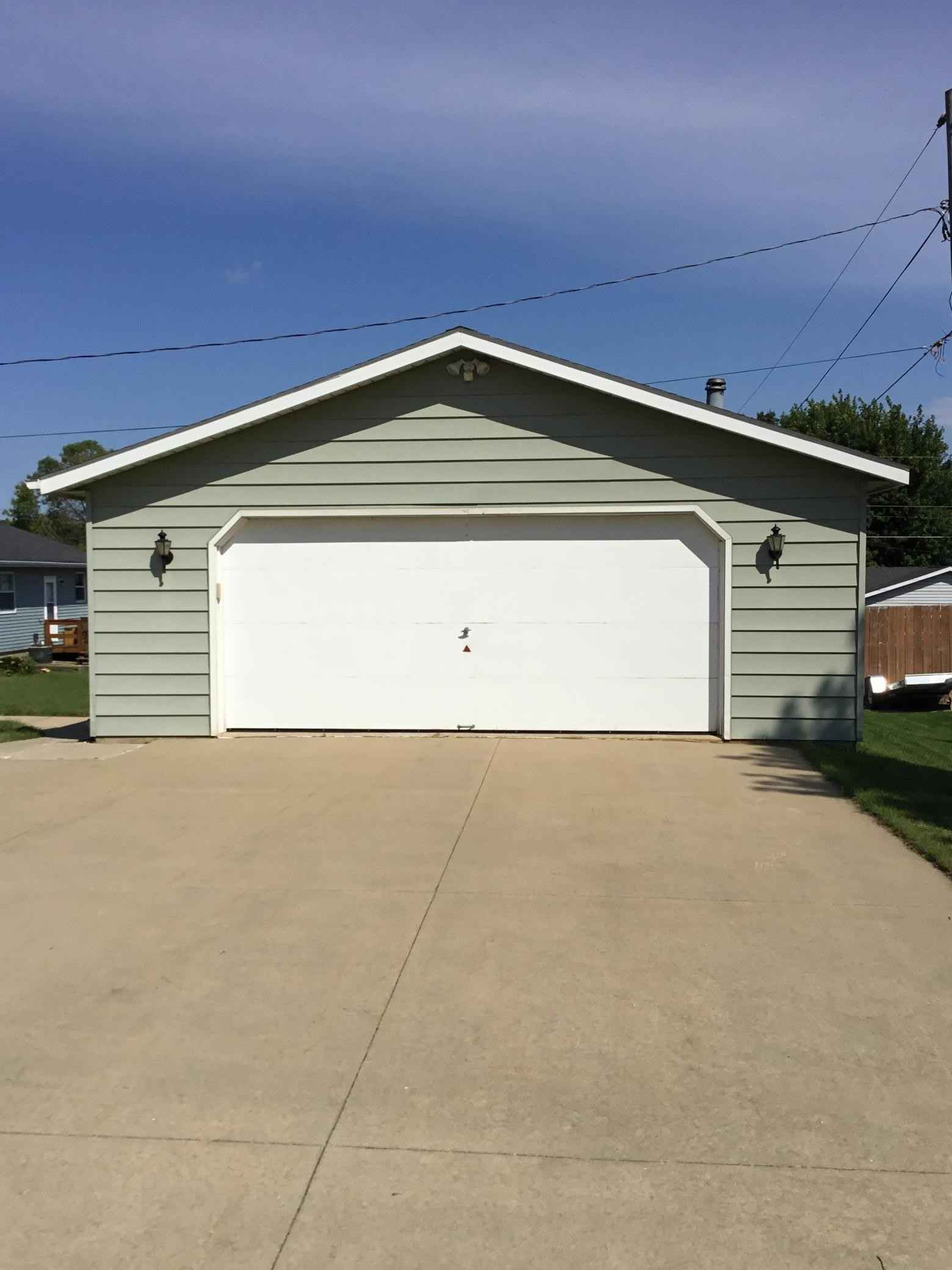 View 4 photos of this 3 bed, 2 bath, and 1,920 sqft. single_family home located at 300 11th Ave NE, Stewartville, Minnesota 55976 is Pending for $239,900.
