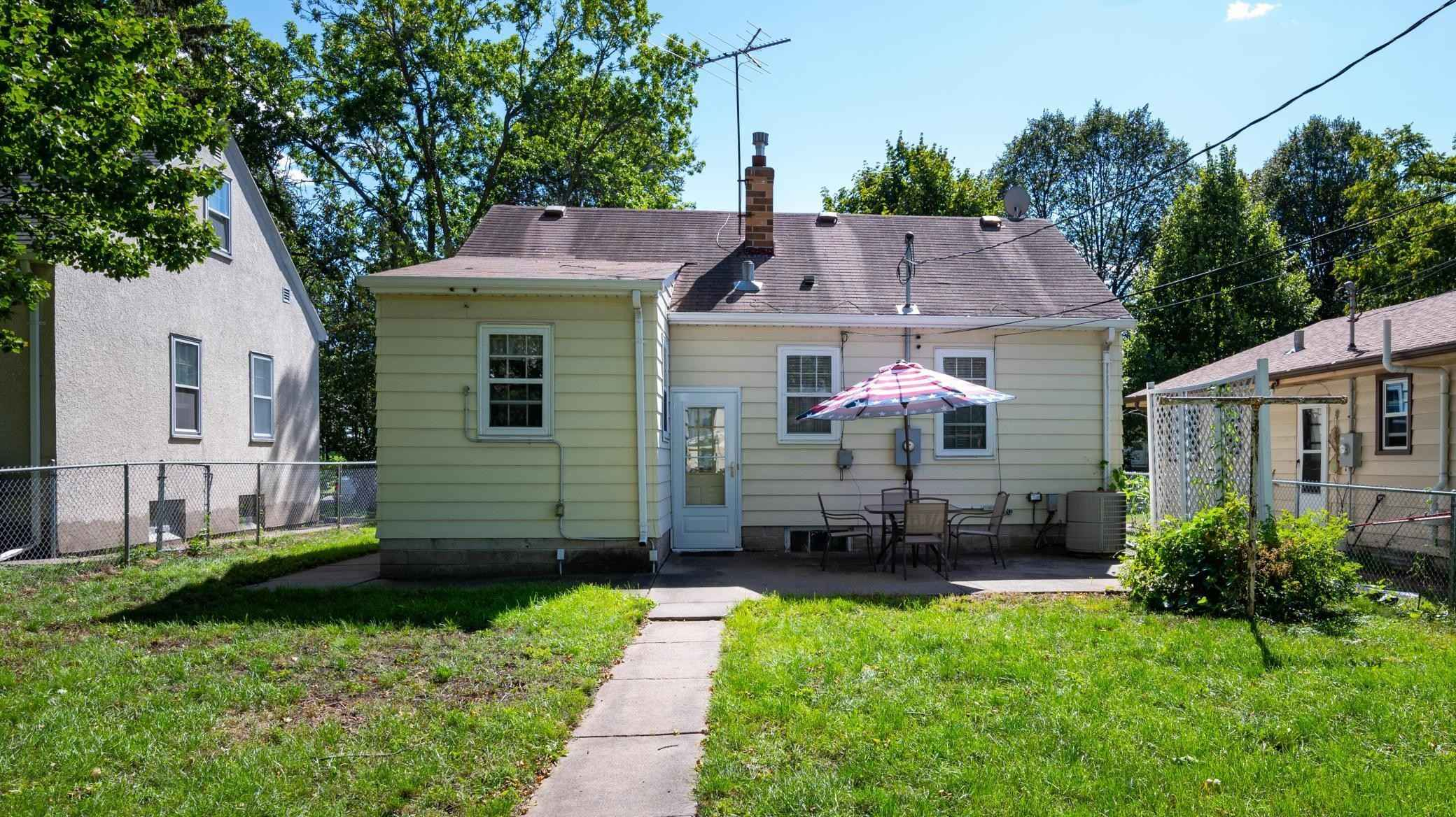 View 25 photos of this 2 bed, 2 bath, and 780 sqft. single_family home located at 1807 Sherwood Ave, Saint Paul, Minnesota 55119 is Pending for $180,000.