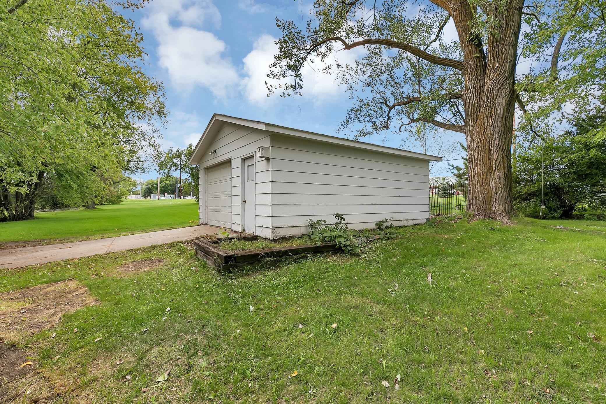 View 25 photos of this 3 bed, 1 bath, and 1,368 sqft. single_family home located at 17 Riverside Ave S, Sartell, Minnesota 56377 is Pending for $175,000.