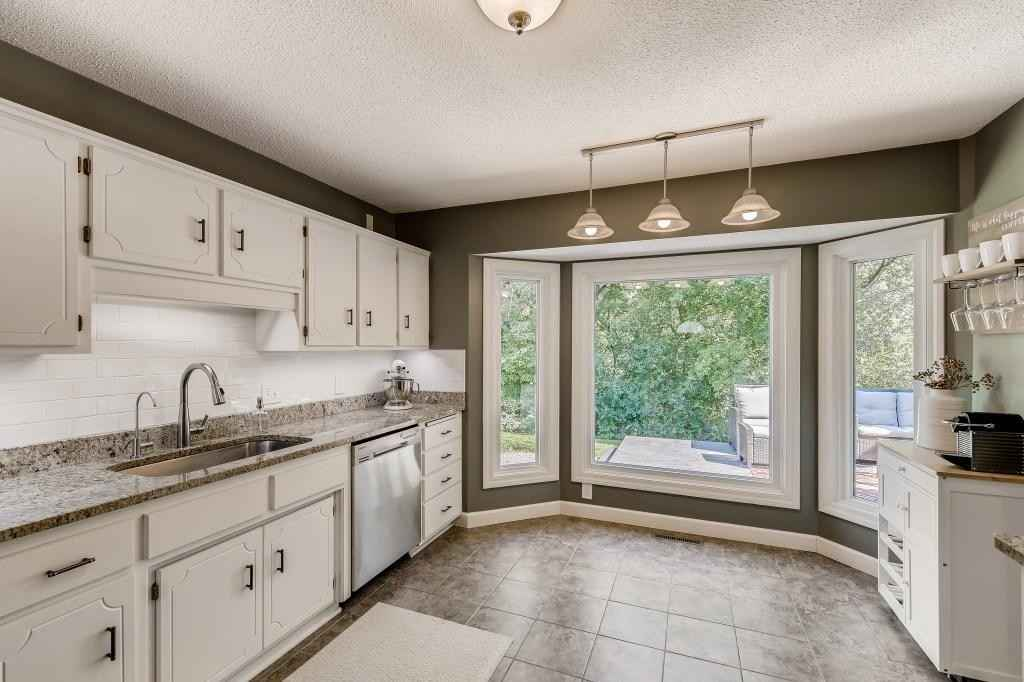 View 25 photos of this 3 bed, 2 bath, and 1,790 sqft. single_family home located at 7241 Sierra Ct, Chanhassen, Minnesota 55317 is Pending for $384,900.