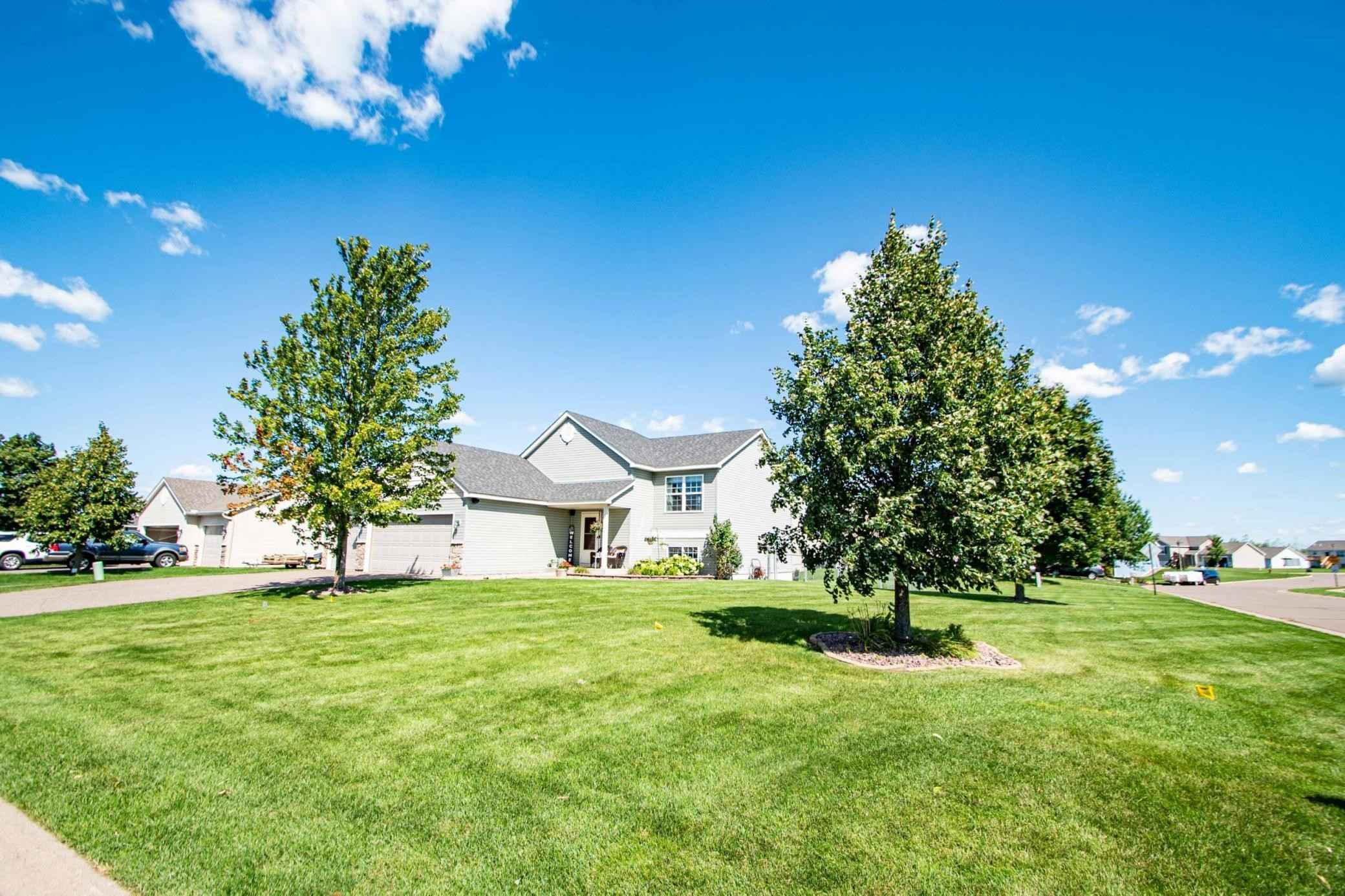 View 42 photos of this 4 bed, 2 bath, and 1,860 sqft. single_family home located at 19088 Meadow Ln, Big Lake, Minnesota 55309 is Pending for $294,900.