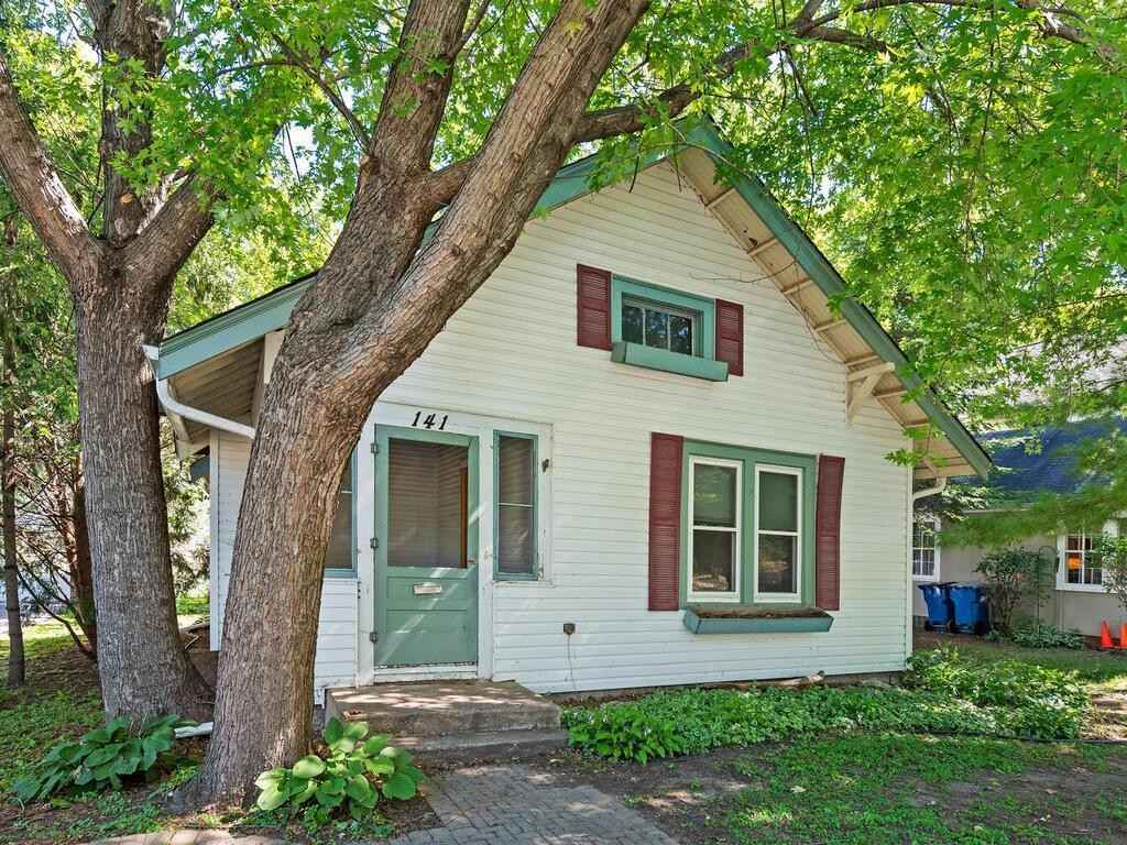 View 23 photos of this 2 bed, 1 bath, and 860 sqft. single_family home located at 141 1st St, Excelsior, Minnesota 55331 is Pending for $525,000.