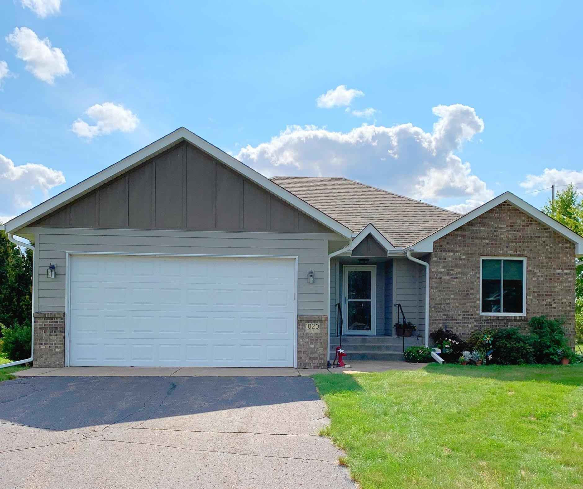 View 2 photos of this 3 bed, 3 bath, and 1,675 sqft. single_family home located at 1020 Lincoln Cir, Braham, Minnesota 55006 is Pending for $269,900.