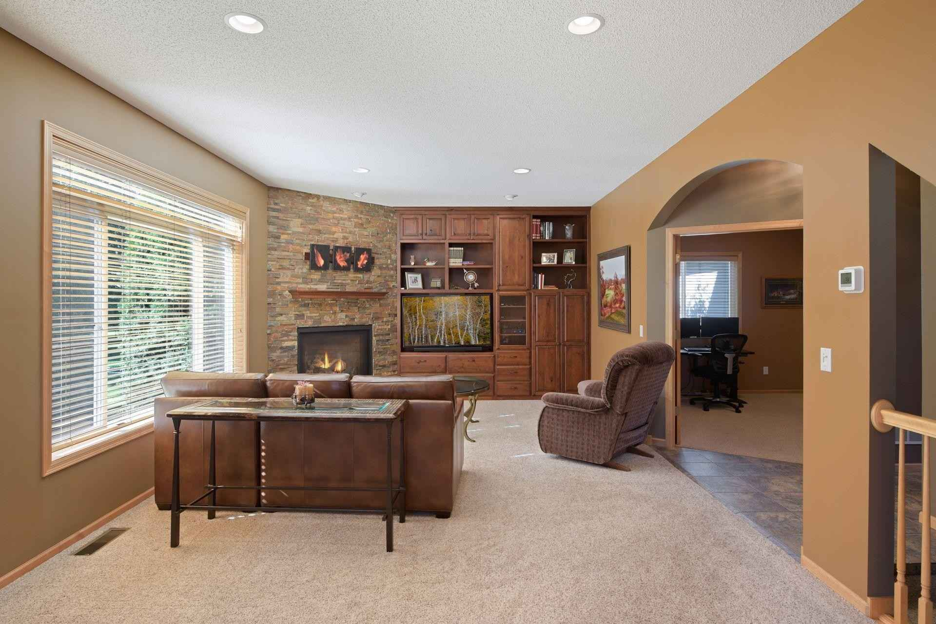View 38 photos of this 5 bed, 4 bath, and 2,983 sqft. single_family home located at 16508 Fallbrook Dr, Farmington, Minnesota 55024 is Pending for $479,900.