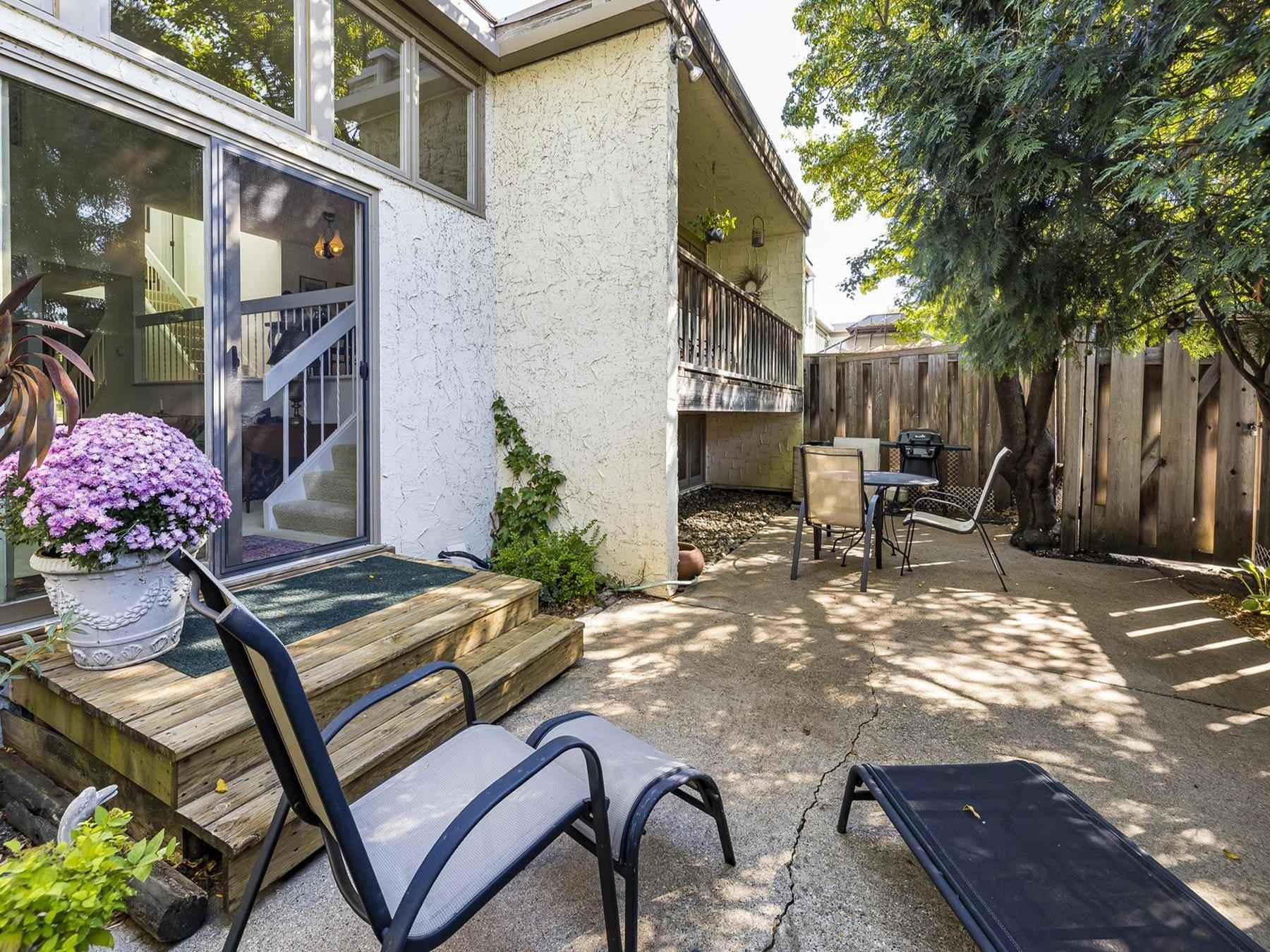 View 24 photos of this 3 bed, 3 bath, and 2,186 sqft. condo home located at 3757 Towndale Dr, Bloomington, Minnesota 55431 is Active for $315,000.