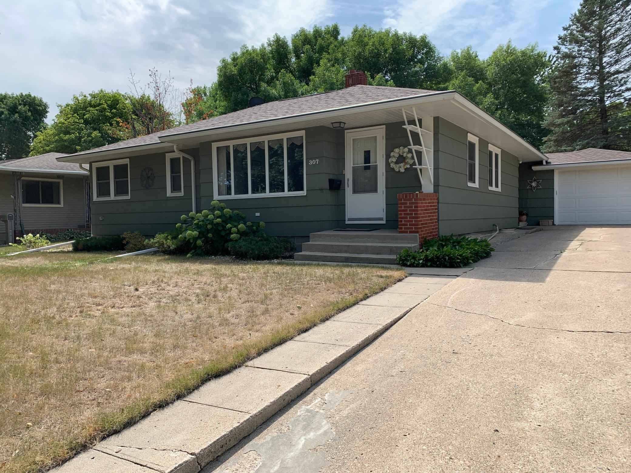 View 28 photos of this 2 bed, 3 bath, and 2,054 sqft. single_family home located at 307 N Hill St, Marshall, Minnesota 56258 is Pending for $188,000.