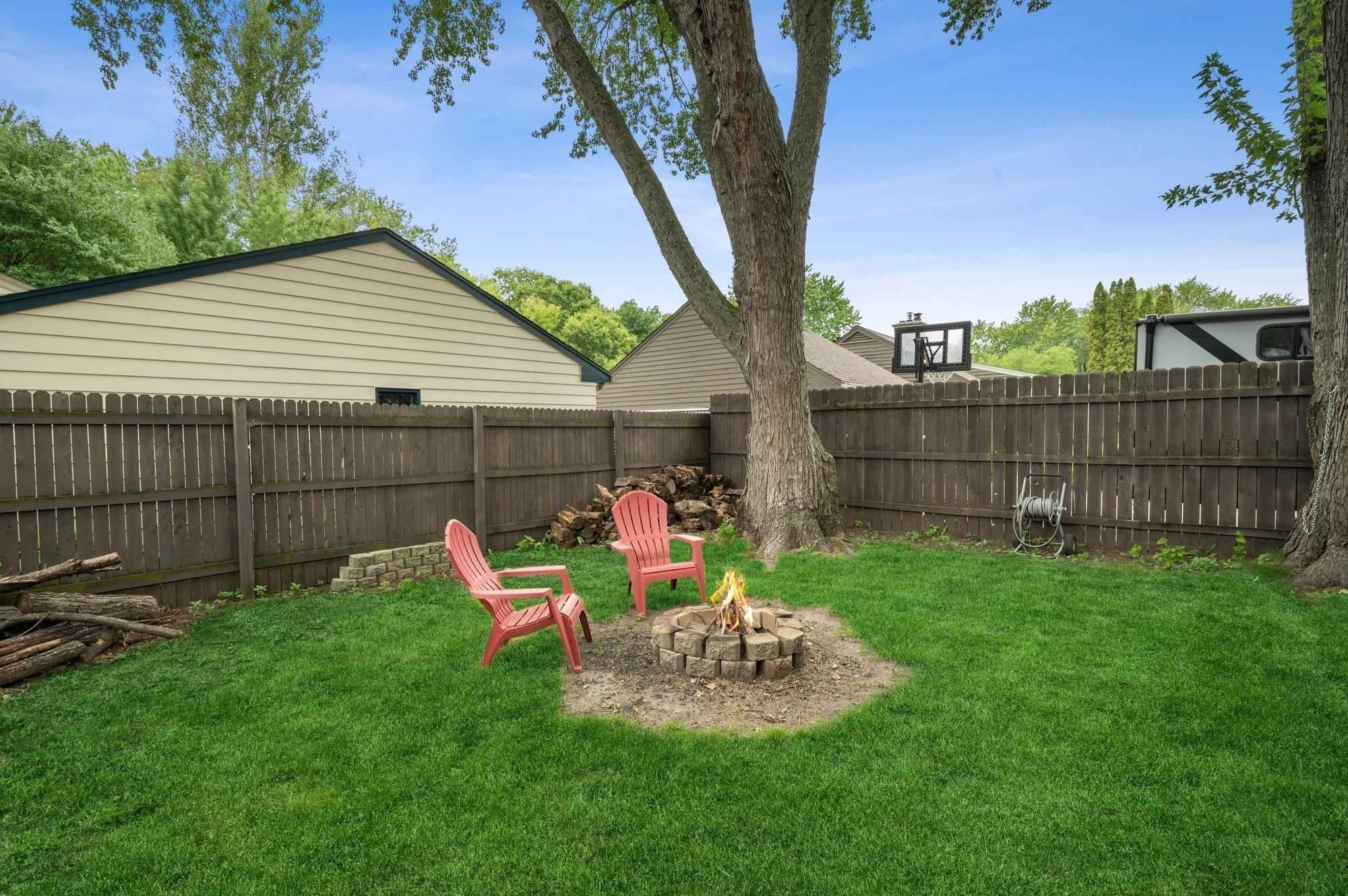 View 27 photos of this 2 bed, 2 bath, and 1,433 sqft. single_family home located at 12831 Do Little Dr, Minnetonka, Minnesota 55305 is Active for $325,000.