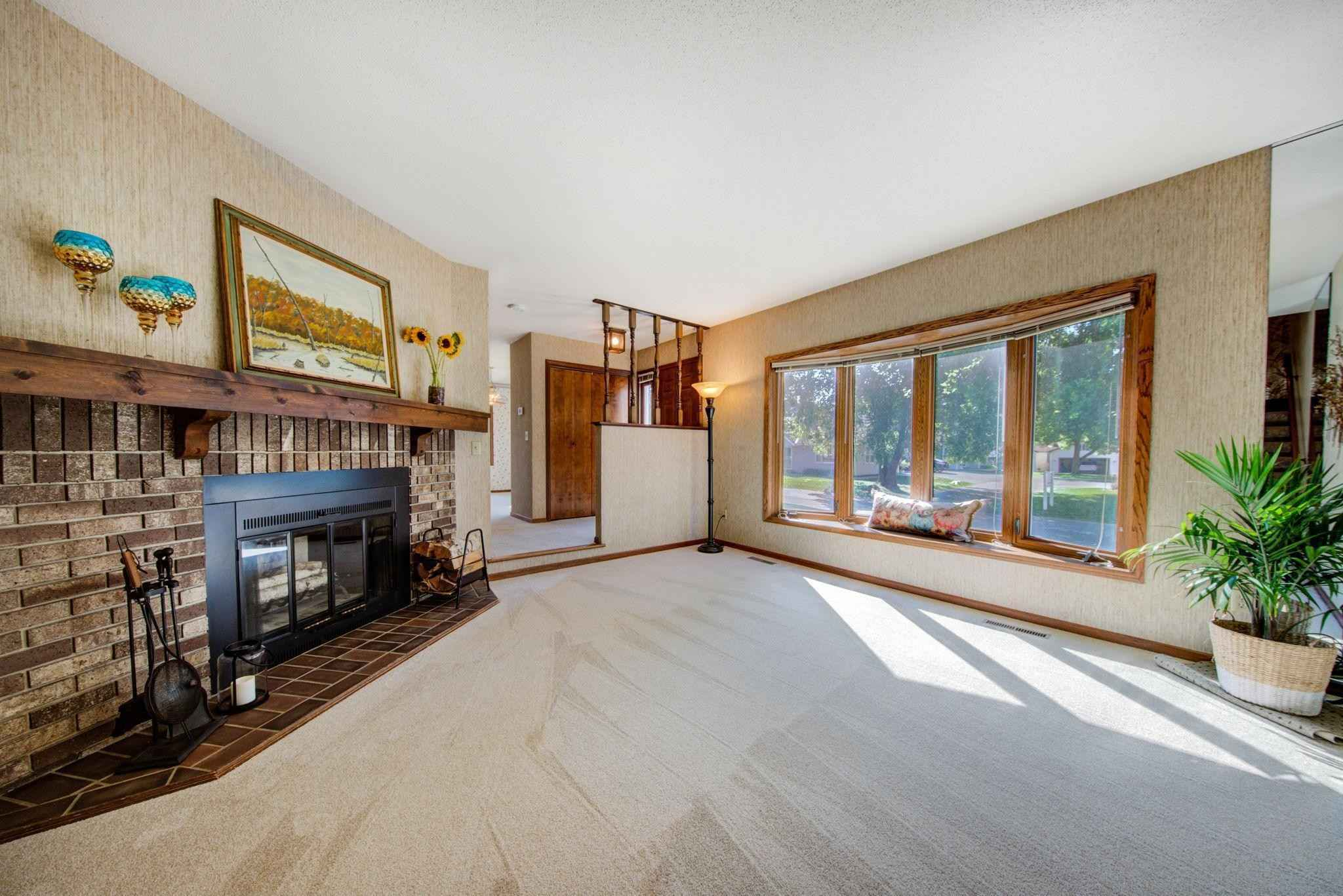 View 18 photos of this 2 bed, 2 bath, and 1,496 sqft. condo home located at 6734 Gretchen Pl N, Oakdale, Minnesota 55128 is Pending for $199,900.