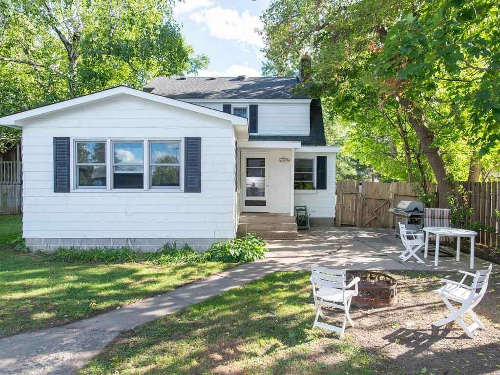 View 26 photos of this 3 bed, 2 bath, and 2,135 sqft. single_family home located at 2733 8th Ave E, North Saint Paul, Minnesota 55109 is Active for $299,900.